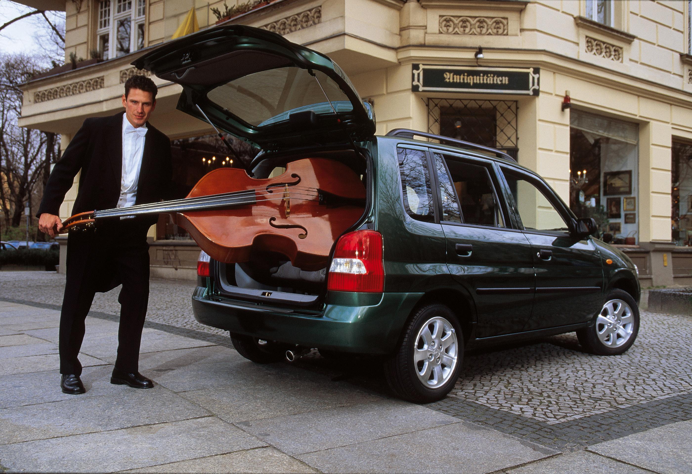 https://www.automobilesreview.com/gallery/2000-mazda-demio/2000-mazda-demio-14.jpg