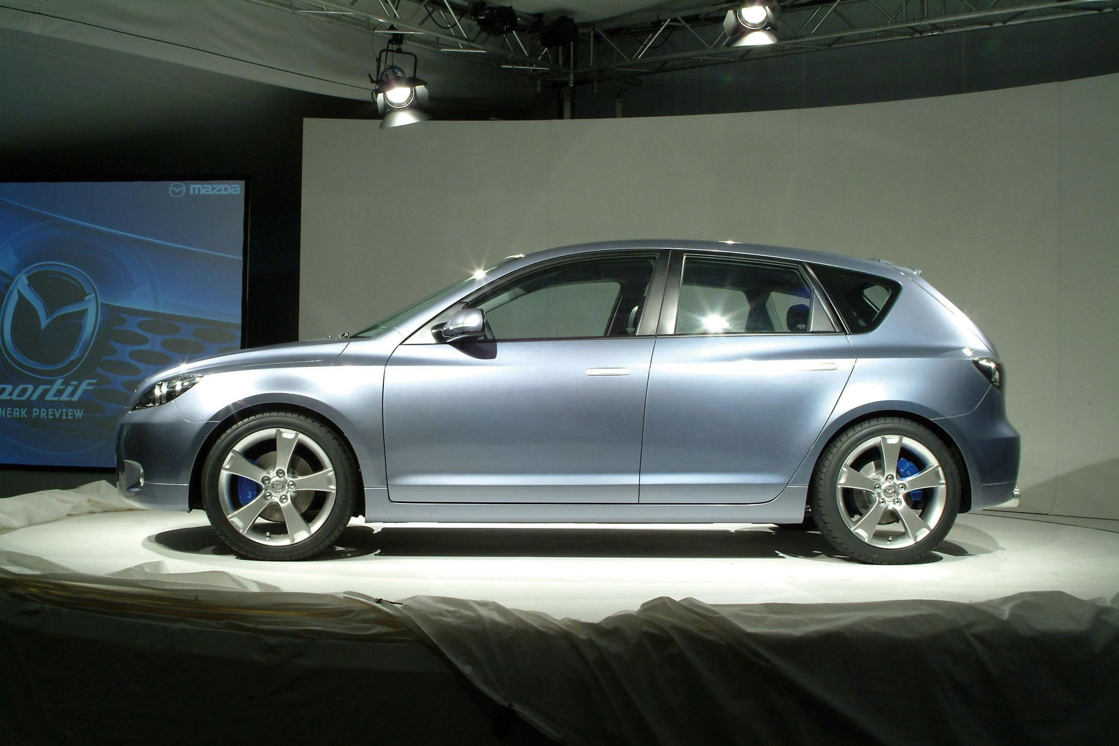 https://www.automobilesreview.com/gallery/2003-mazda-mx-sportif-concept/2003-mazda-mx-sportif-concept-18.jpg