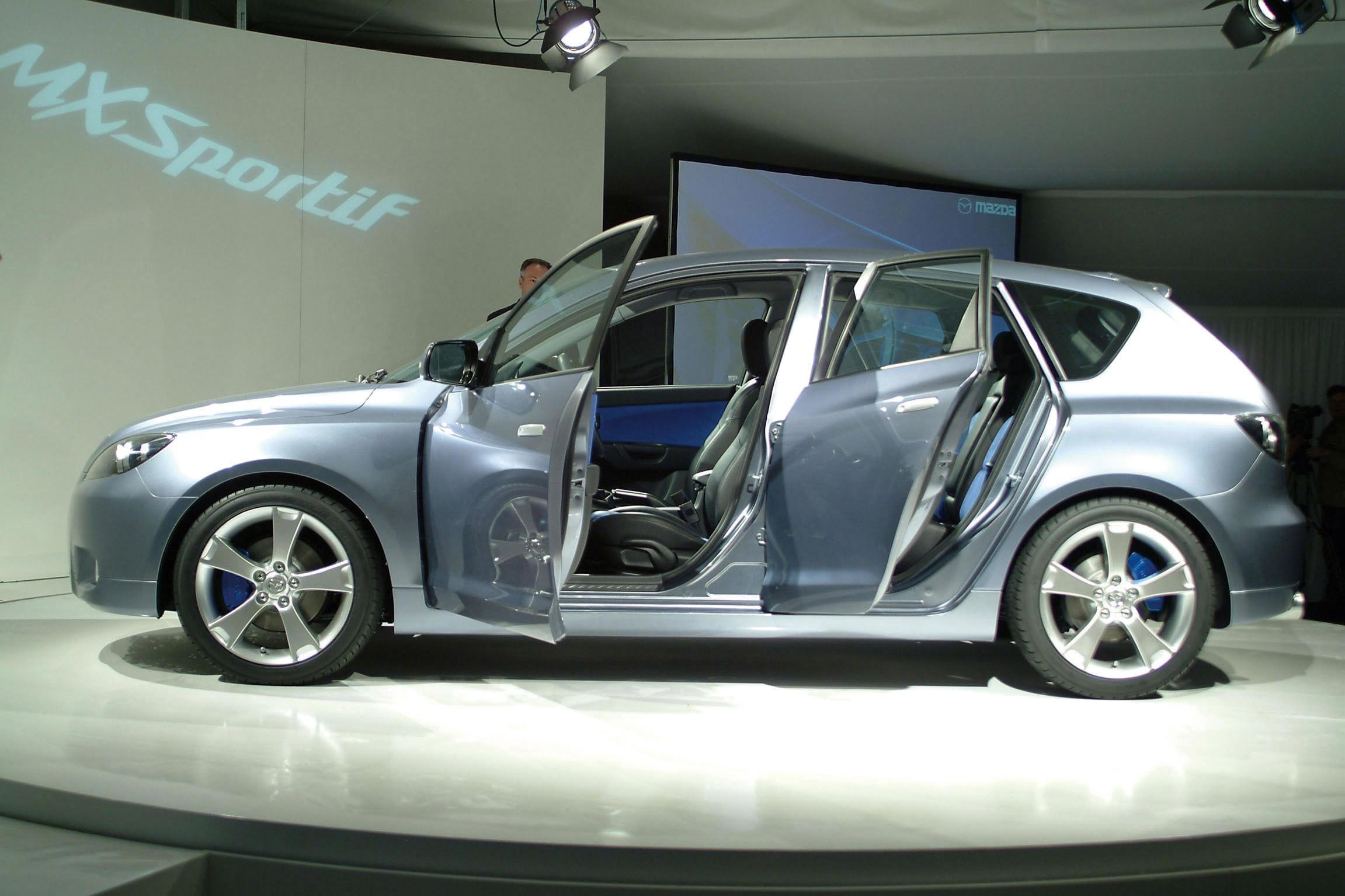 https://www.automobilesreview.com/gallery/2003-mazda-mx-sportif-concept/2003-mazda-mx-sportif-concept-24.jpg