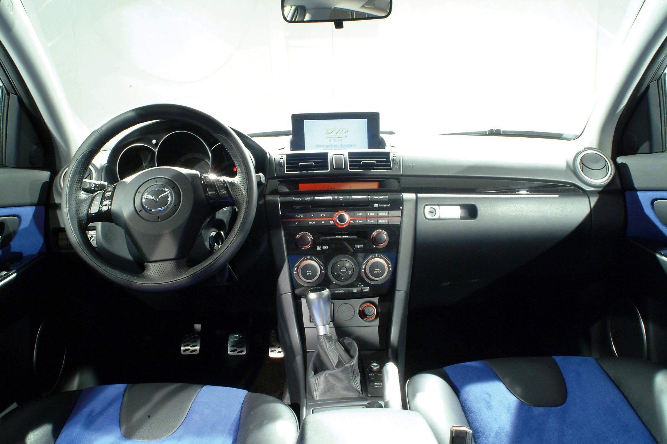 https://www.automobilesreview.com/gallery/2003-mazda-mx-sportif-concept/2003-mazda-mx-sportif-concept-51.jpg