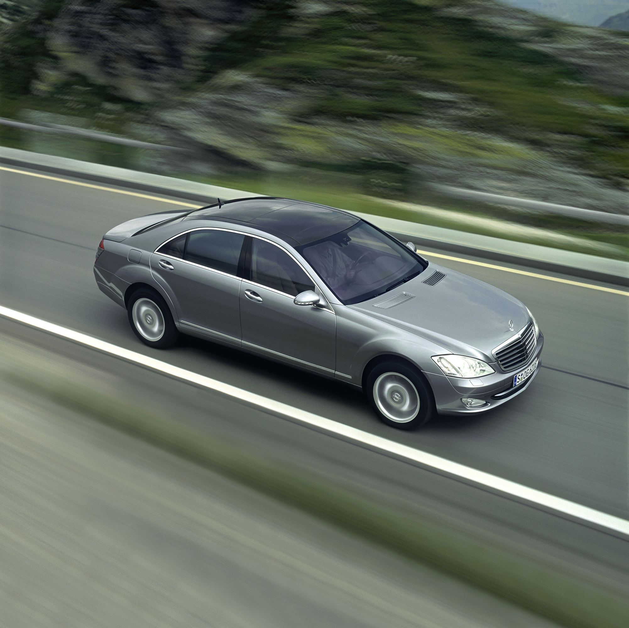 Kahn porsche 911 with wide body styling package is coming soon for 2006 mercedes benz s class