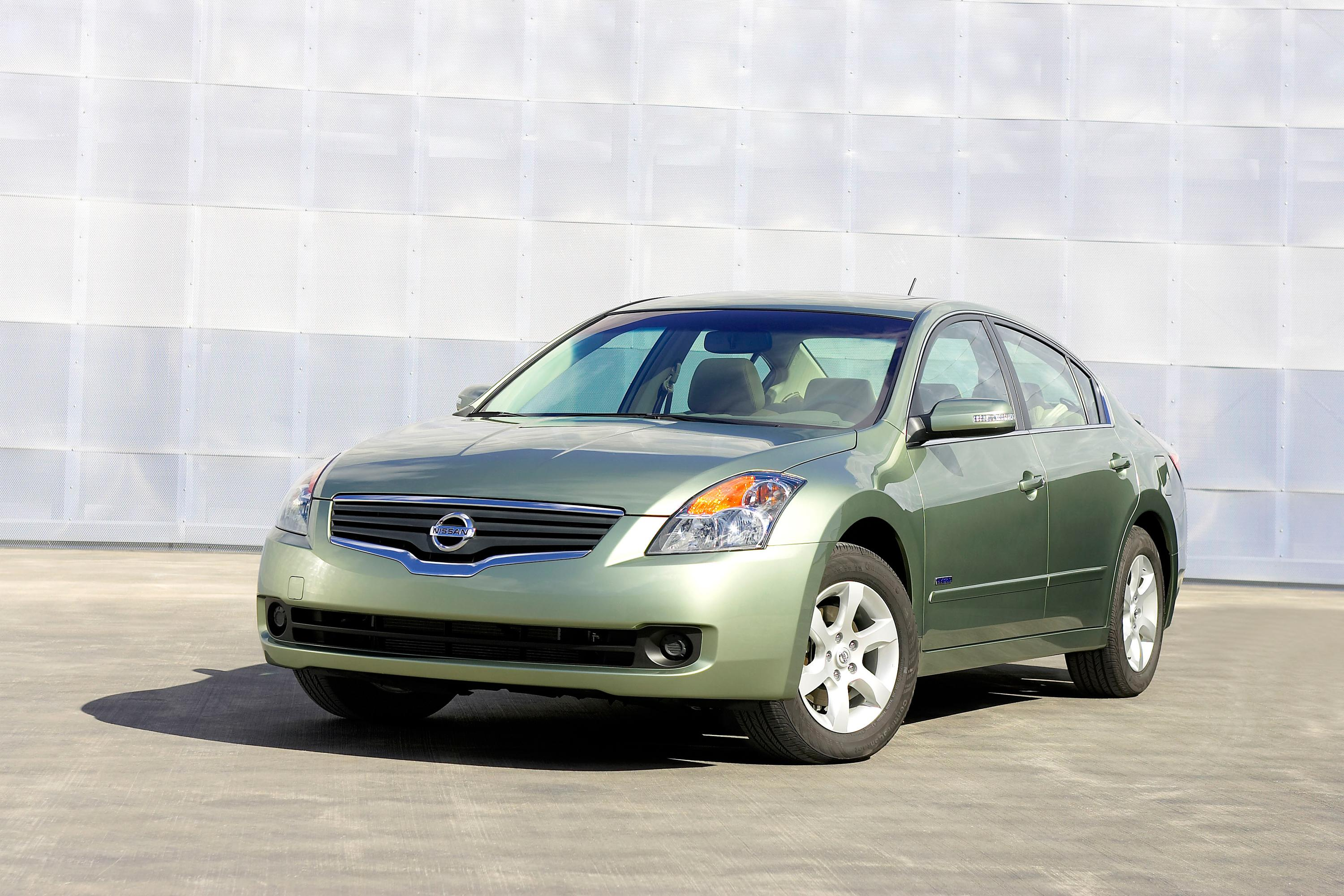 nissan altima hybrid named to top 10 green cars by kelley blue book 39 s. Black Bedroom Furniture Sets. Home Design Ideas