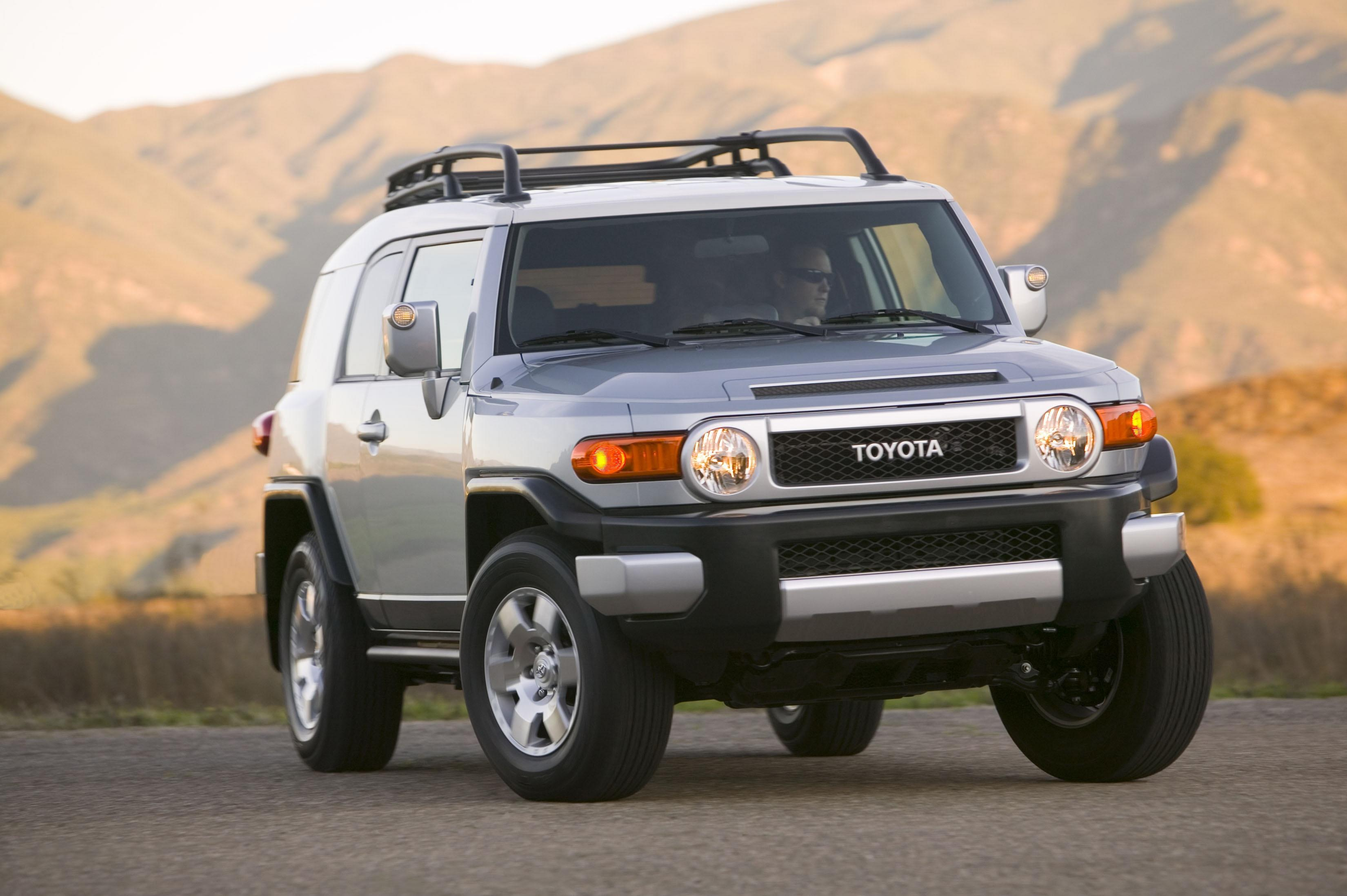 toyota fj cruiser adds safety features and new colors for 2009. Black Bedroom Furniture Sets. Home Design Ideas
