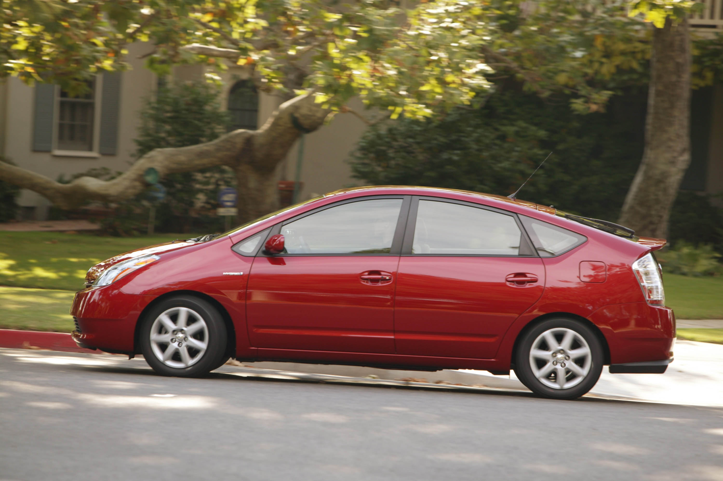 Prius and prius touring comparison | howstuffworks.