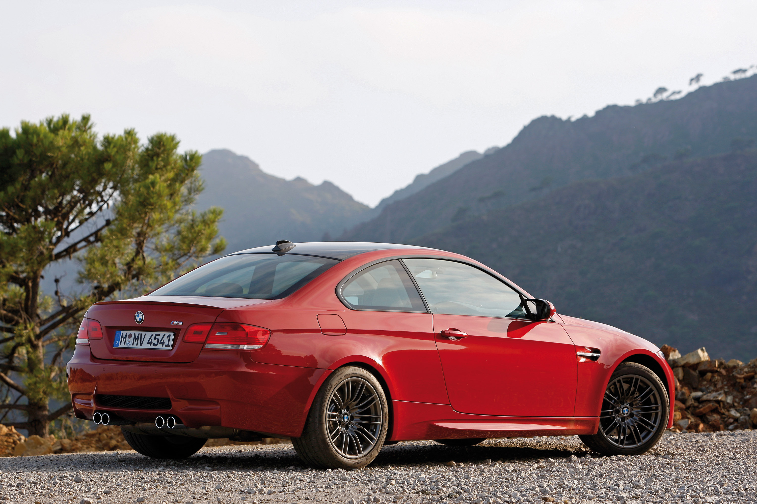 BMW E92 M3 vs tuned BMW E92 335i