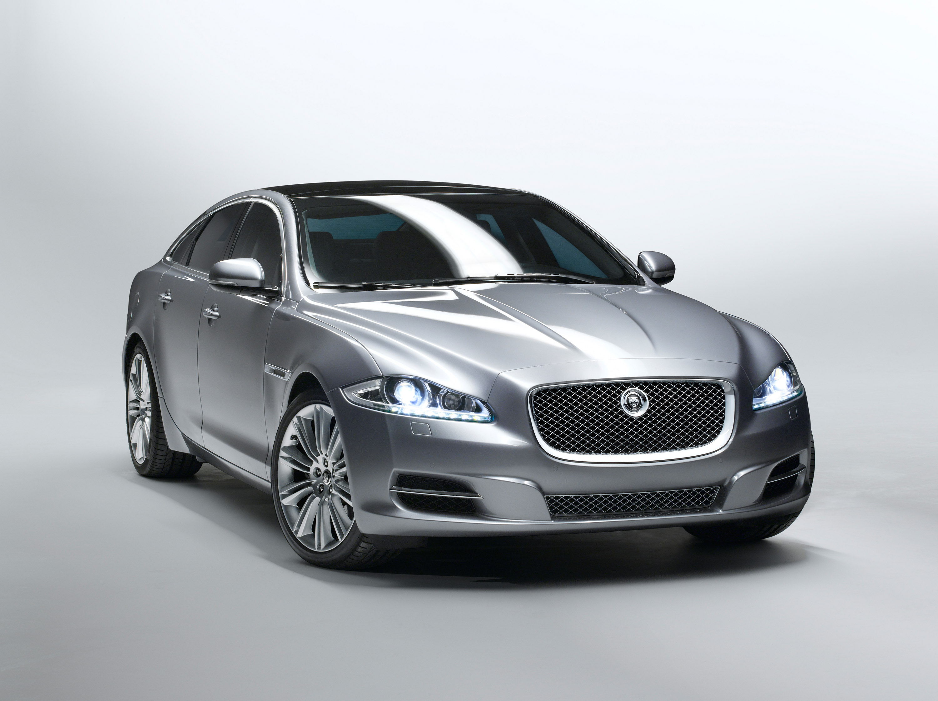 the all new jaguar xj will public debut at this year s. Black Bedroom Furniture Sets. Home Design Ideas