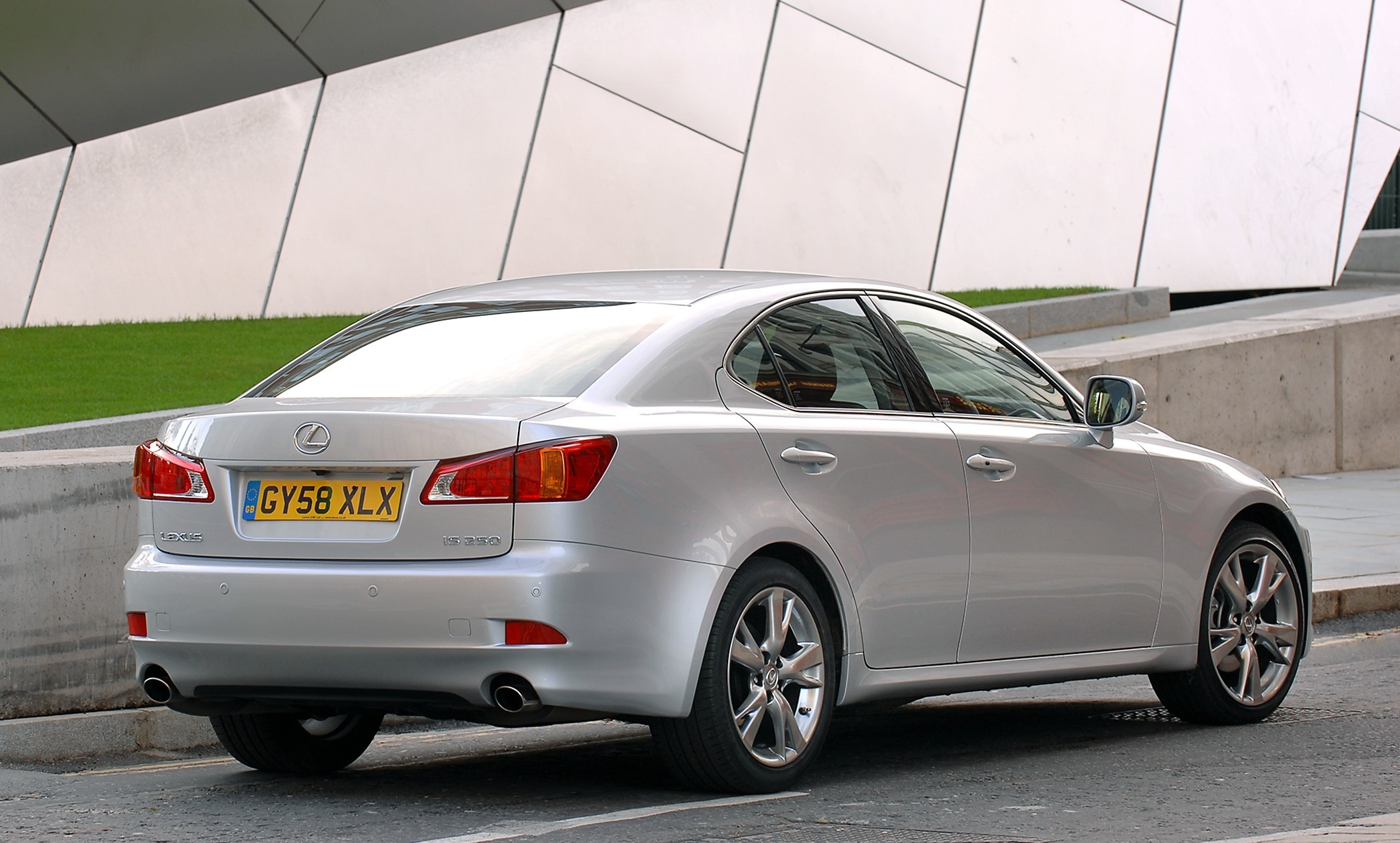 new 2009 lexus is range lower emissions and prices higher specifications. Black Bedroom Furniture Sets. Home Design Ideas