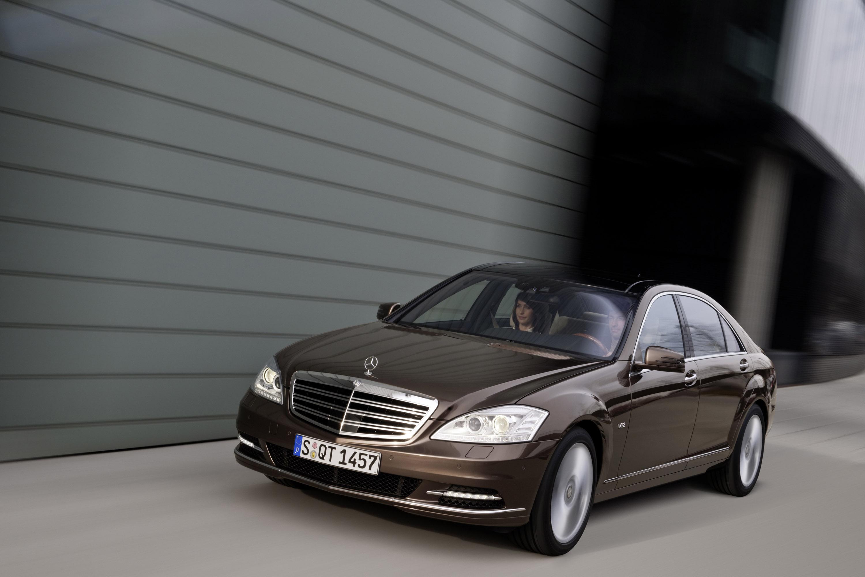Mercedes Roadside Assistance >> Mercedes-Benz S-class awarded Best Luxury Car