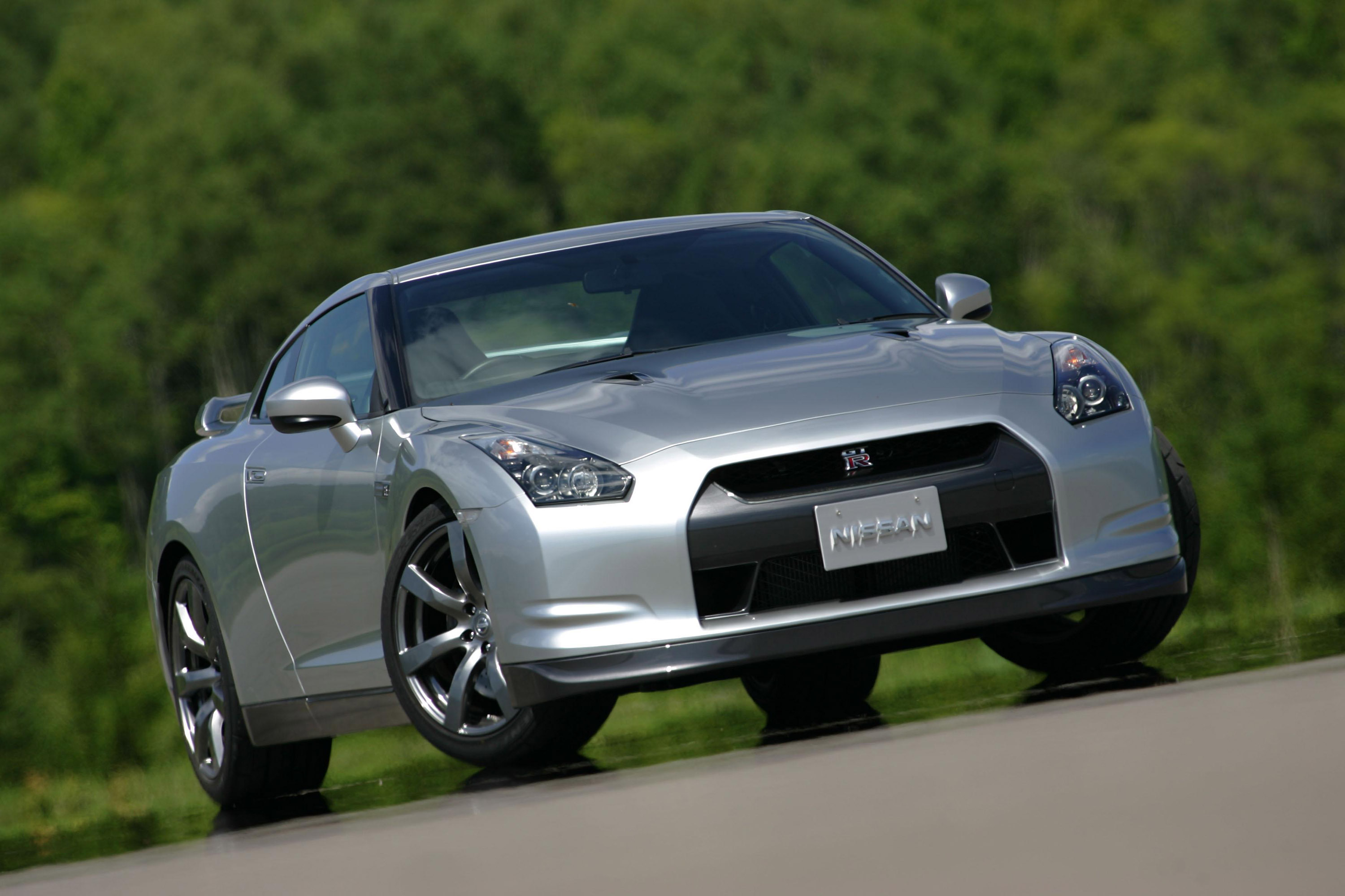 nissan announces price adjustment on the 2009 gt r. Black Bedroom Furniture Sets. Home Design Ideas