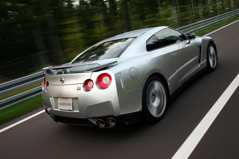 Nissan Gt R Vs Formula 3 Video
