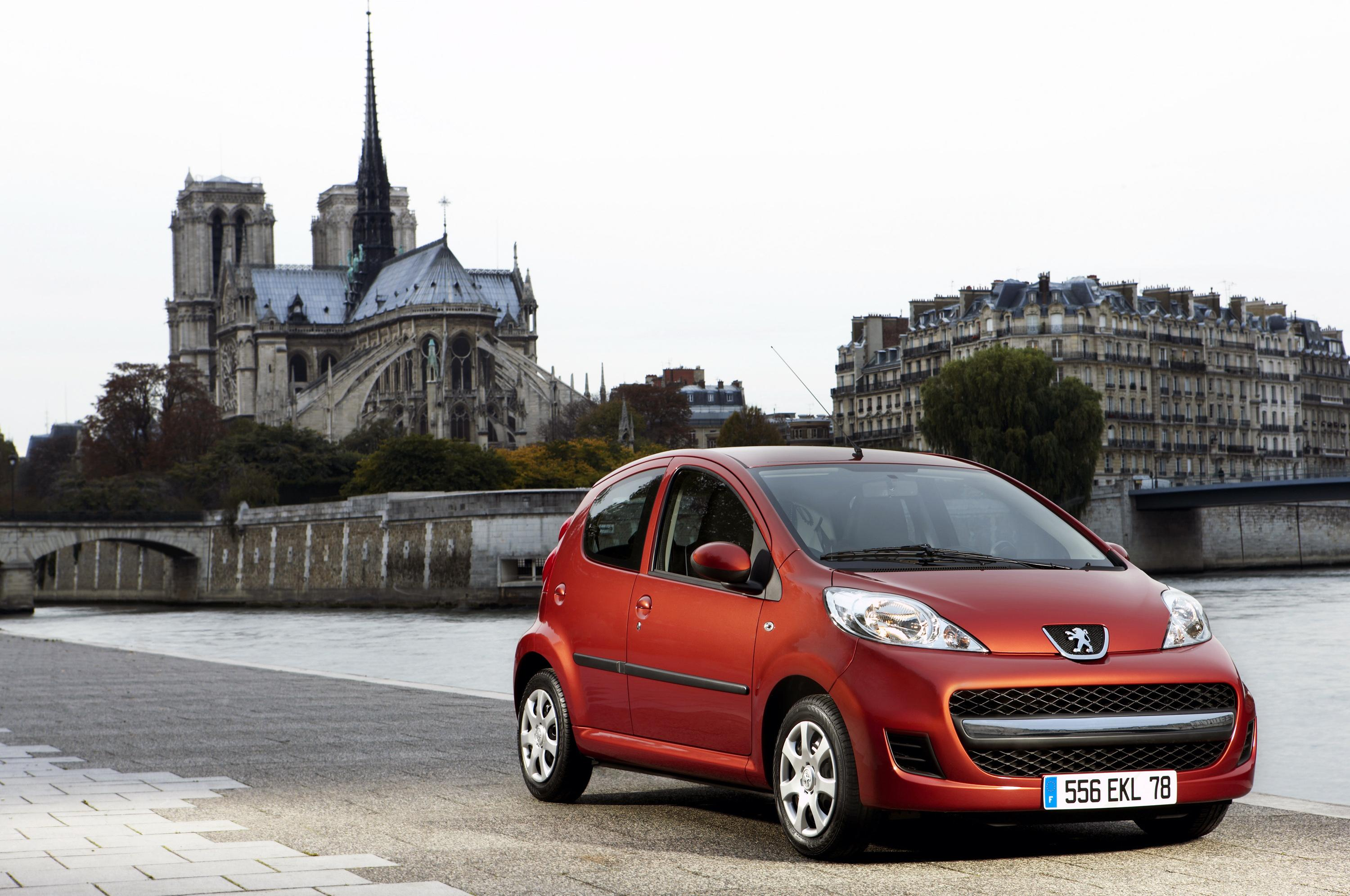 Stylish 2009 Peugeot 107 features improved mpg and co2
