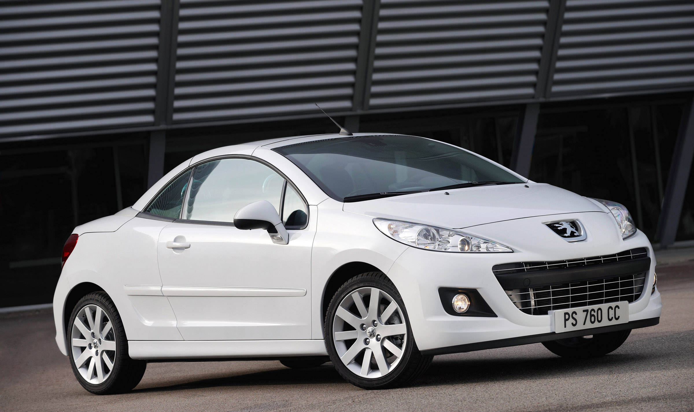 the restyled peugeot 207 cc in detail. Black Bedroom Furniture Sets. Home Design Ideas