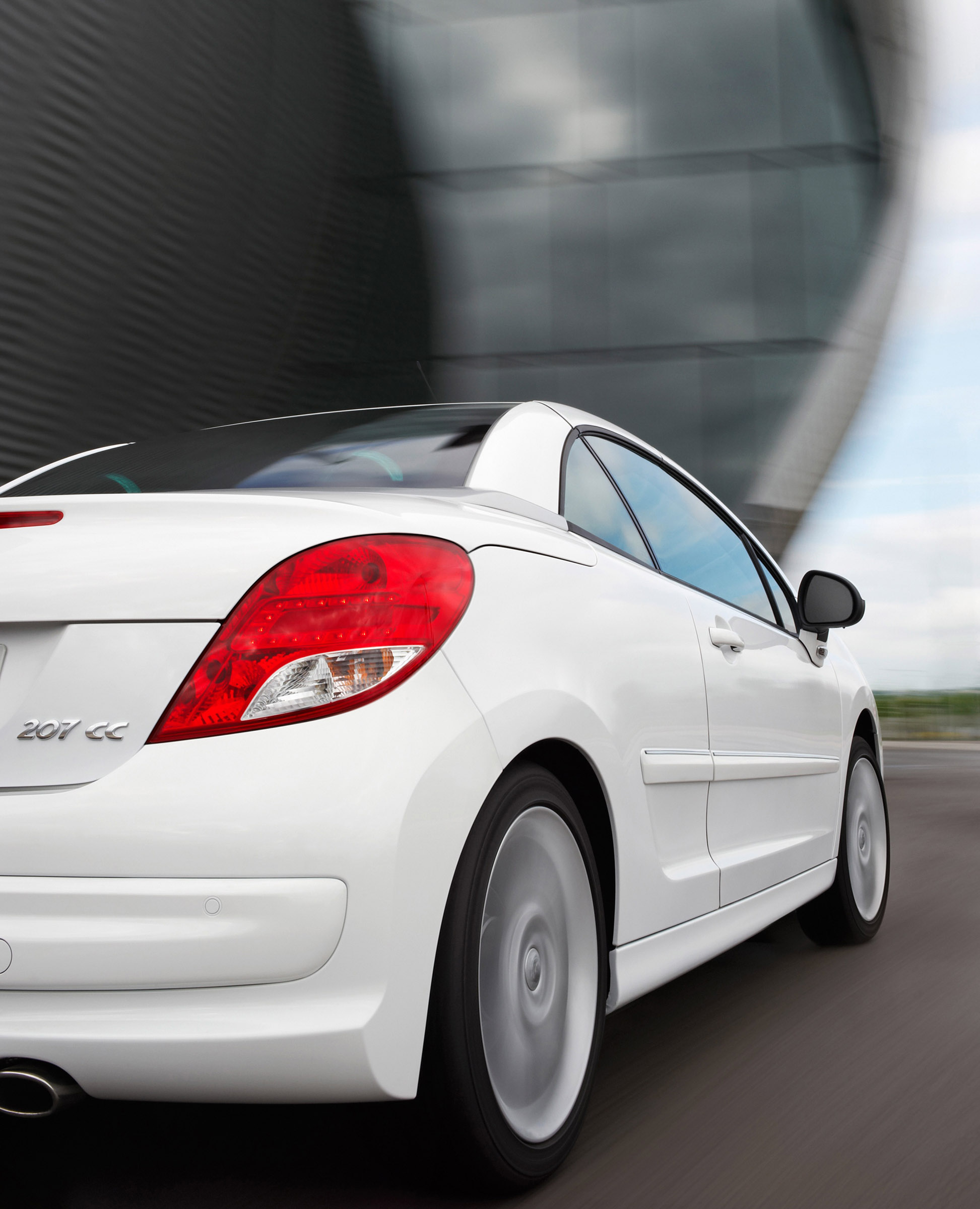 the restyled peugeot 207 cc in detail