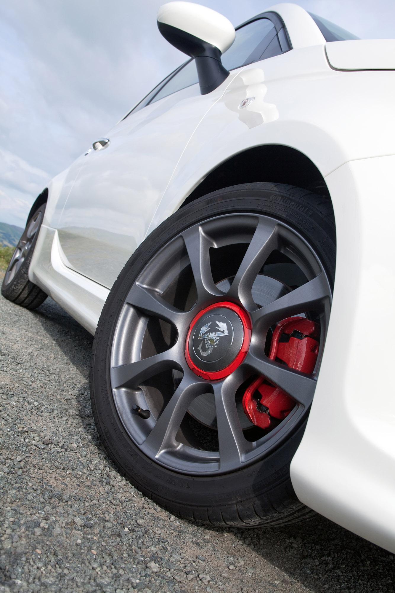 2010 Abarth 500c Offers Unique Driving Pleasure