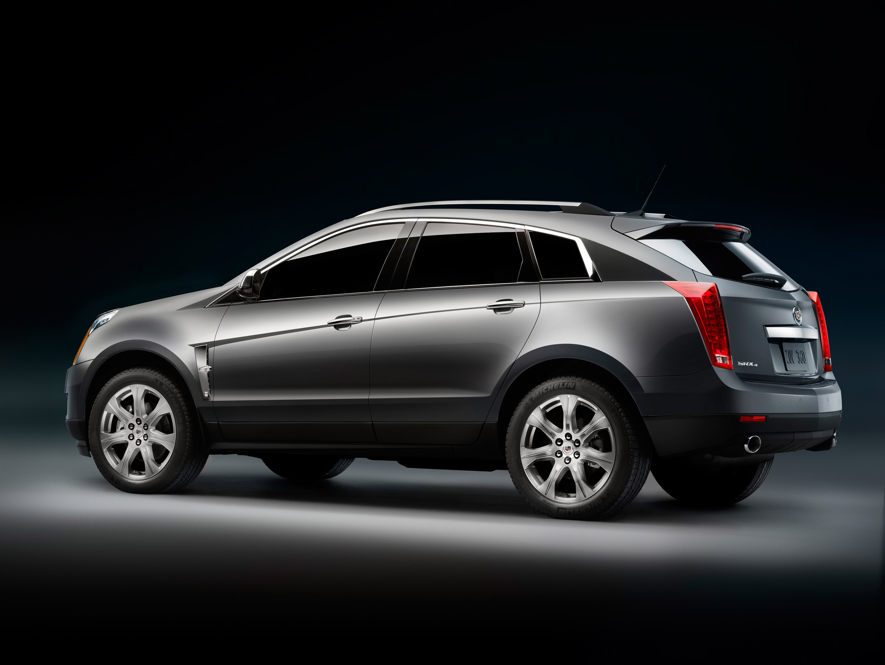 2010 cadillac srx a distinctive alternative for today s. Black Bedroom Furniture Sets. Home Design Ideas