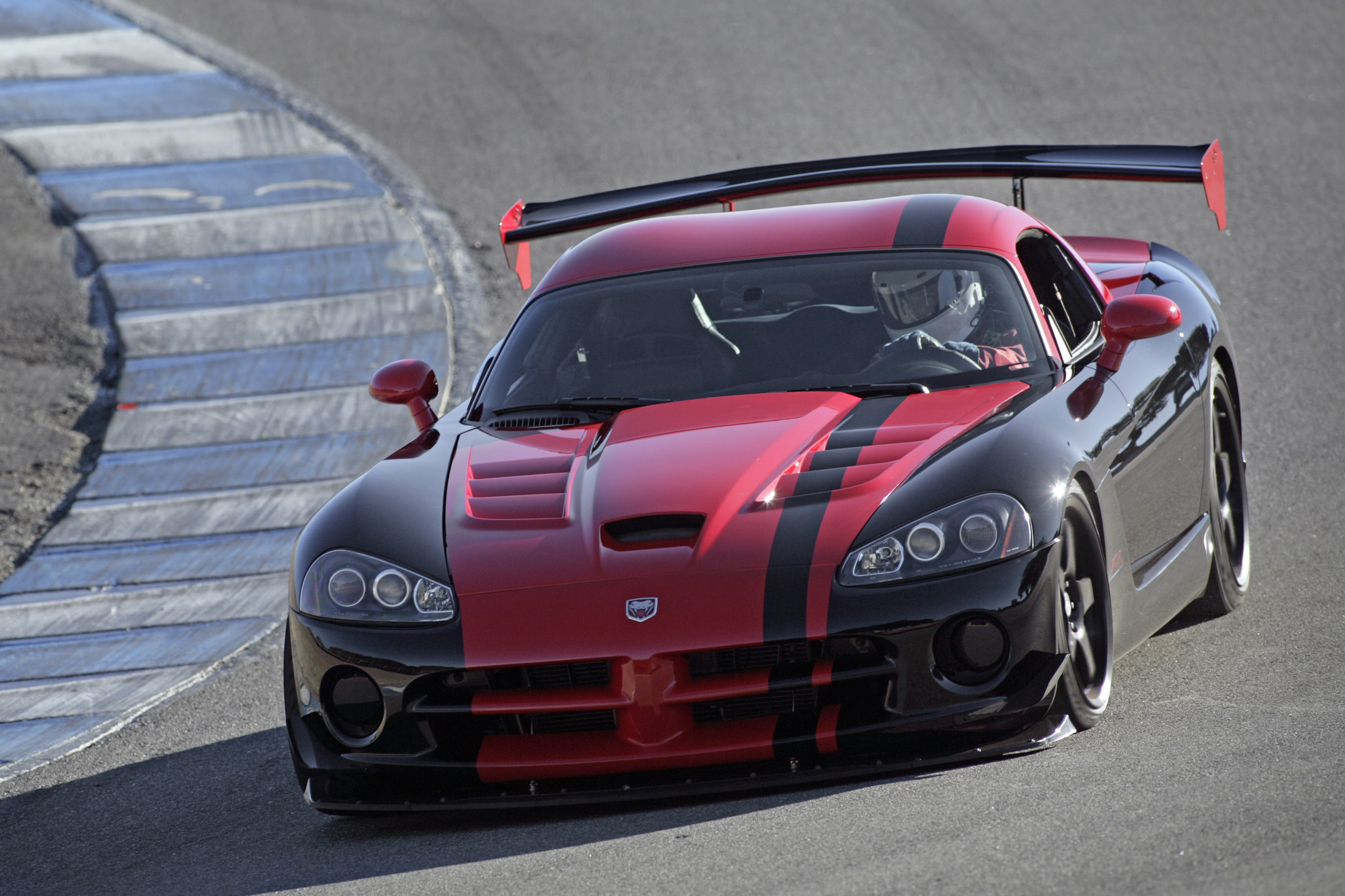 Dodge Viper ACR 133 Edition [video] - 640HP and 820Nm
