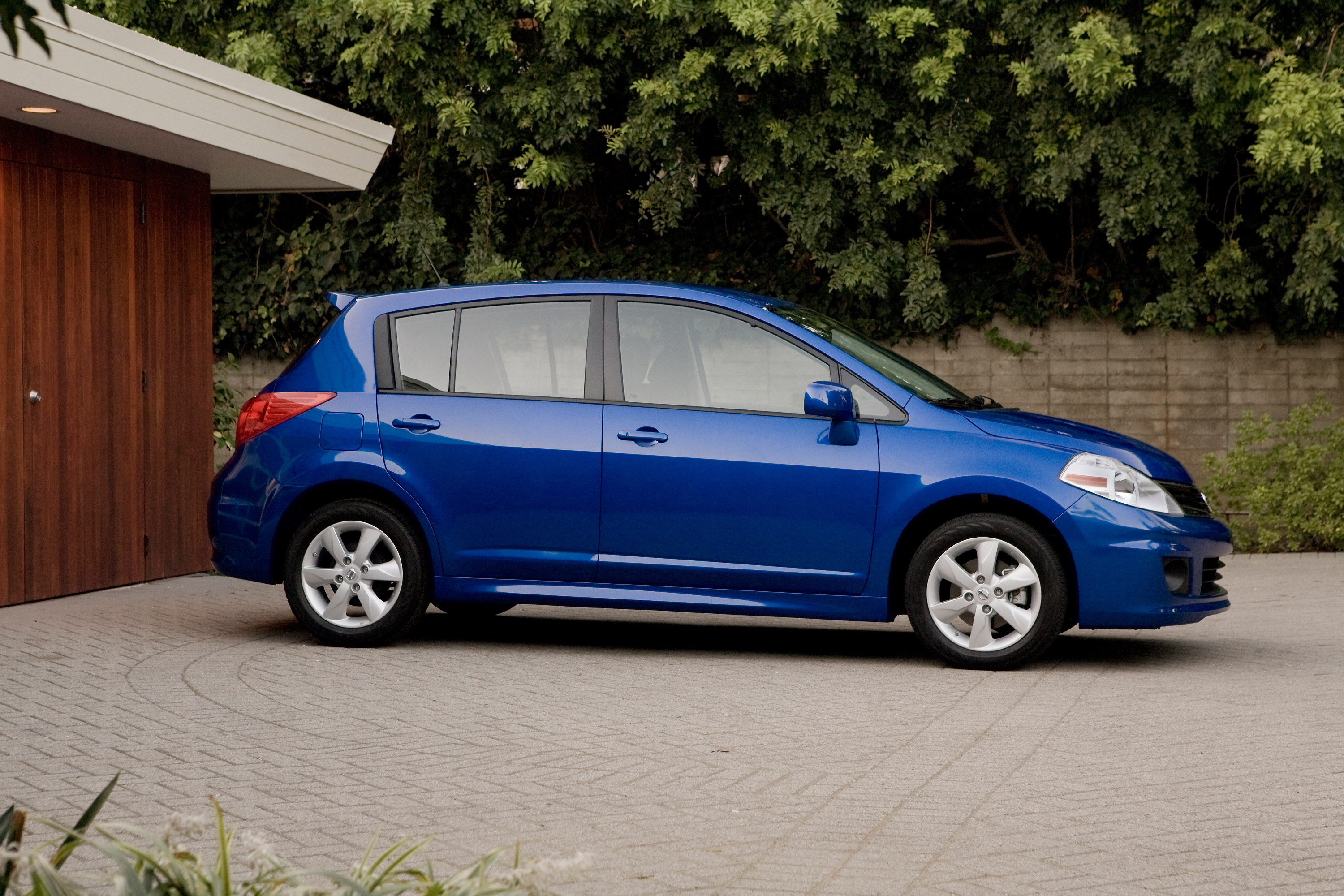 nissan trends review subcompact digital versa reviews car promo