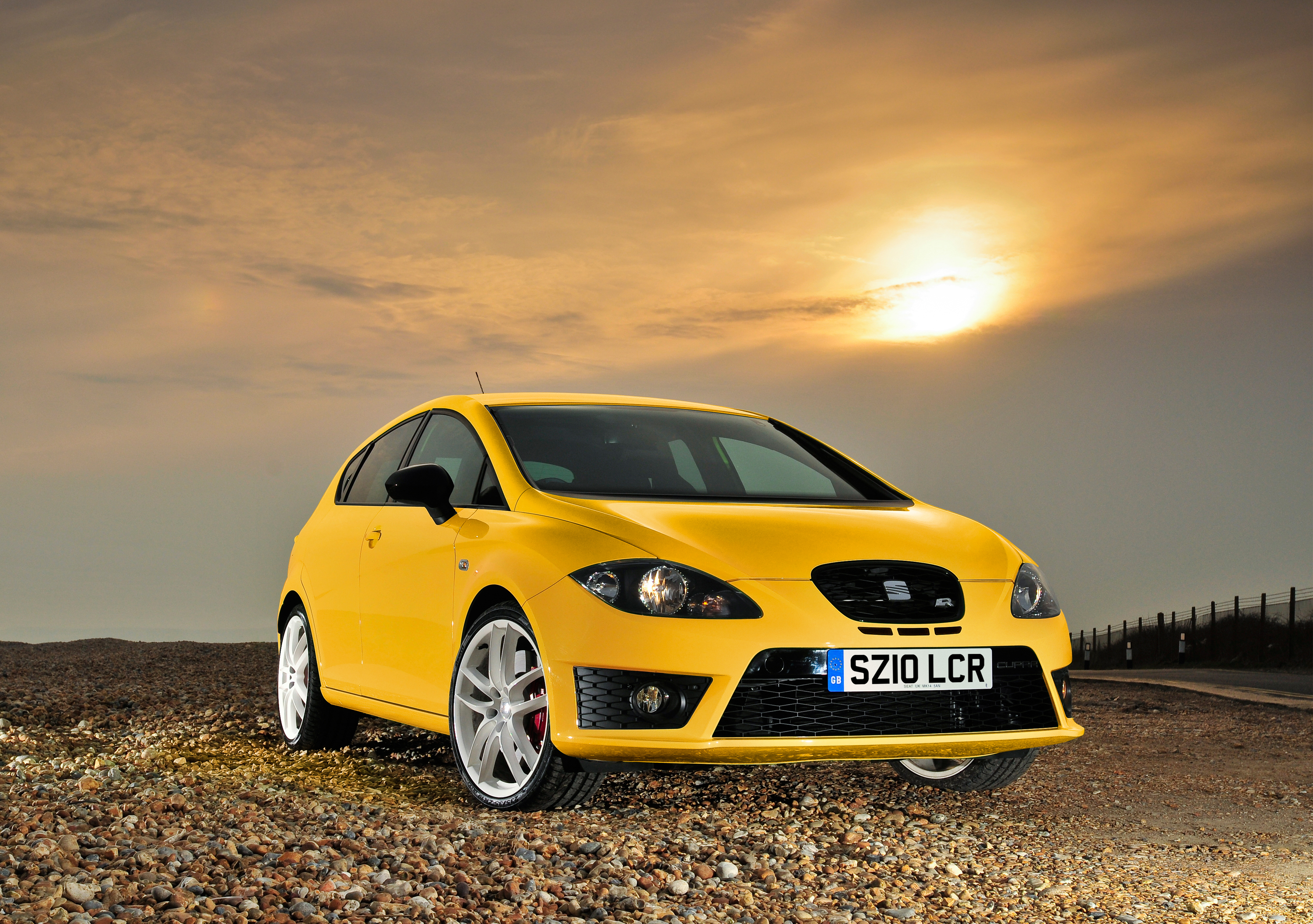 New seat ibiza and leon cupra 2009 2010 reviews and specs for Interieur seat ibiza cupra
