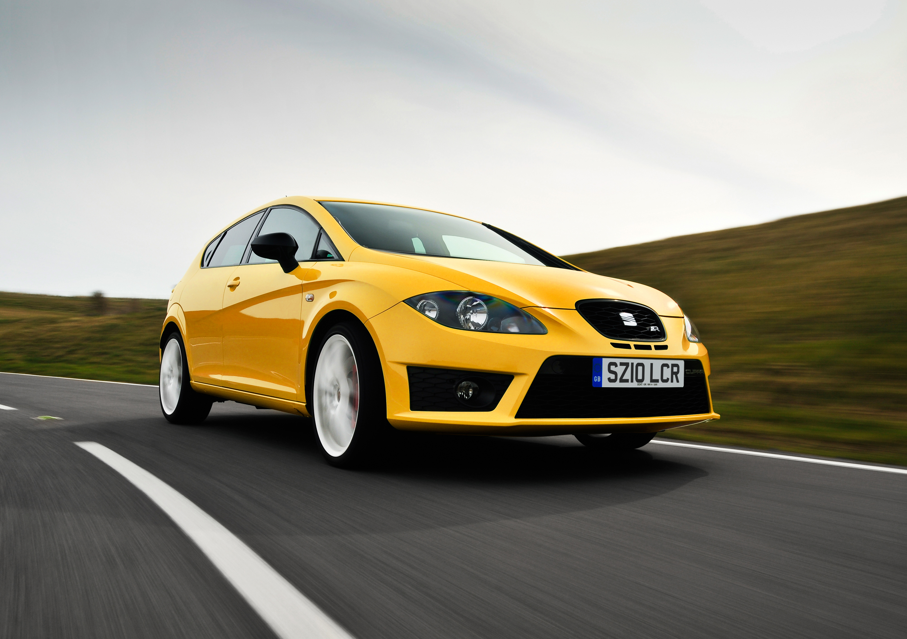 seat leon cupra r ultra hot hatch hits the market. Black Bedroom Furniture Sets. Home Design Ideas