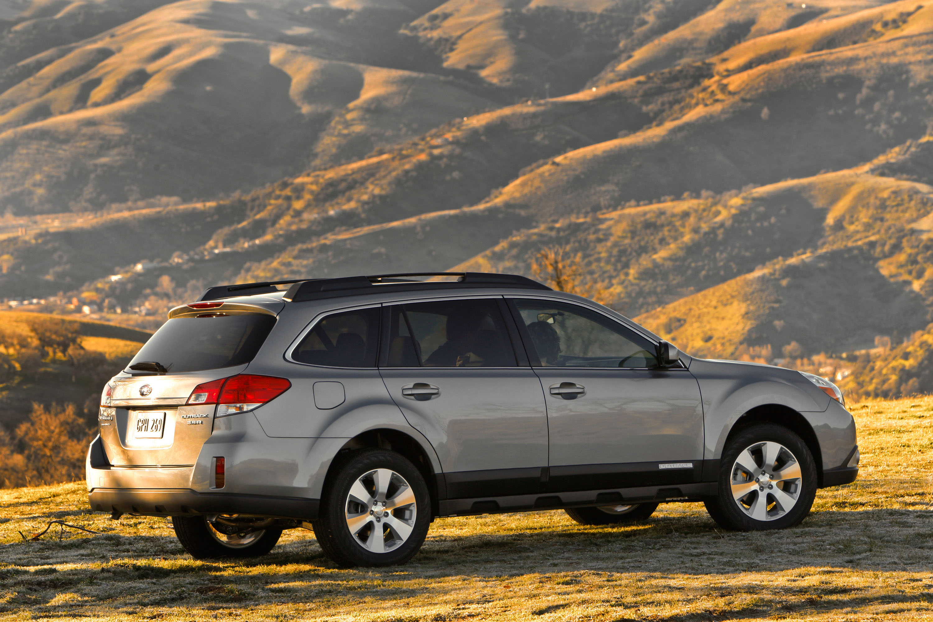 2010 subaru outback epa fuel economy results. Black Bedroom Furniture Sets. Home Design Ideas