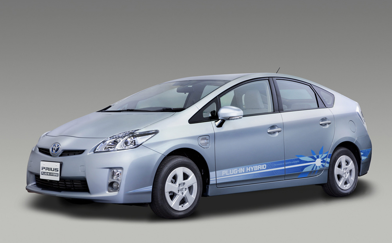 Toyota Introduces Prius Plug