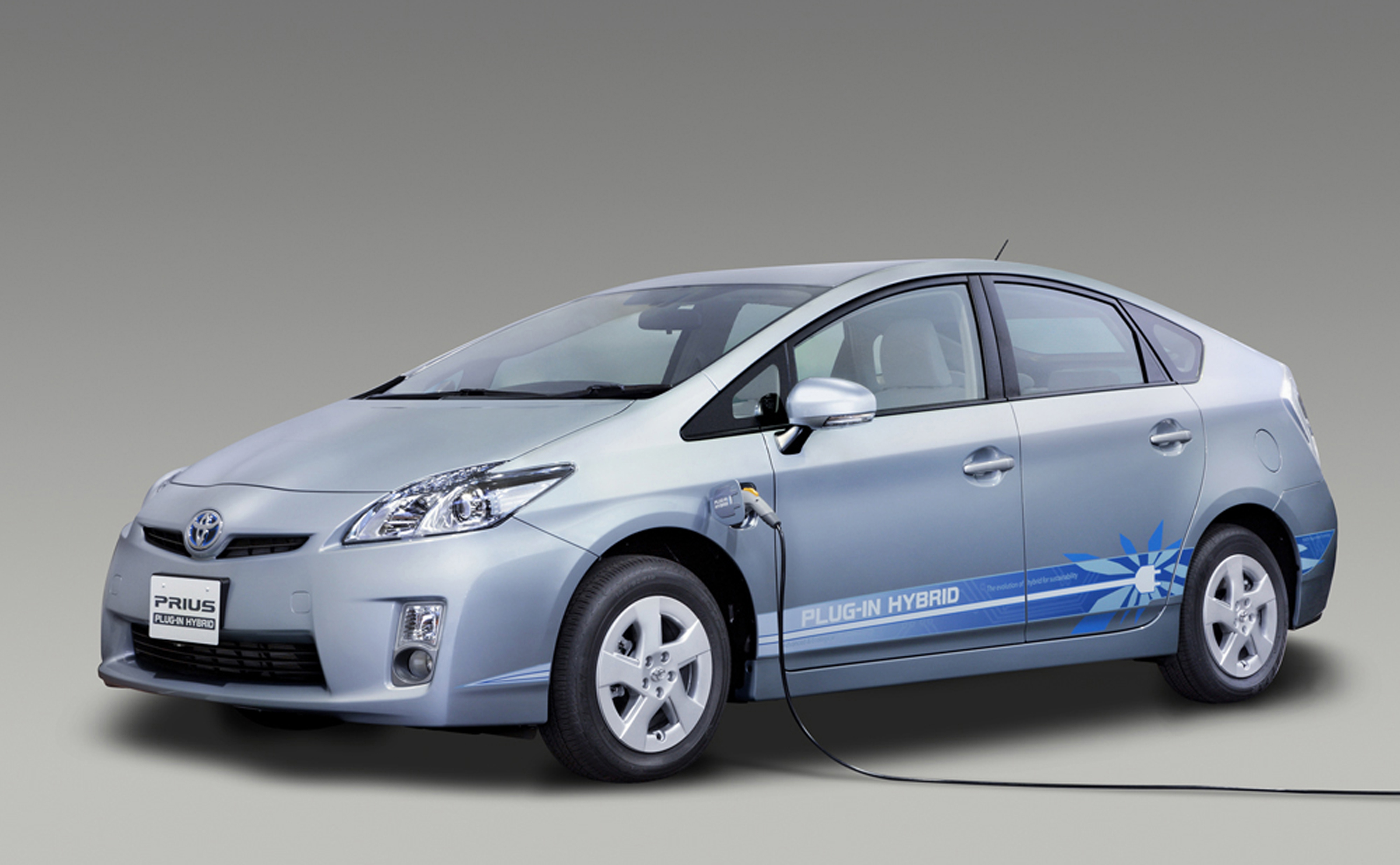 toyota introduces prius plug in hybrid. Black Bedroom Furniture Sets. Home Design Ideas