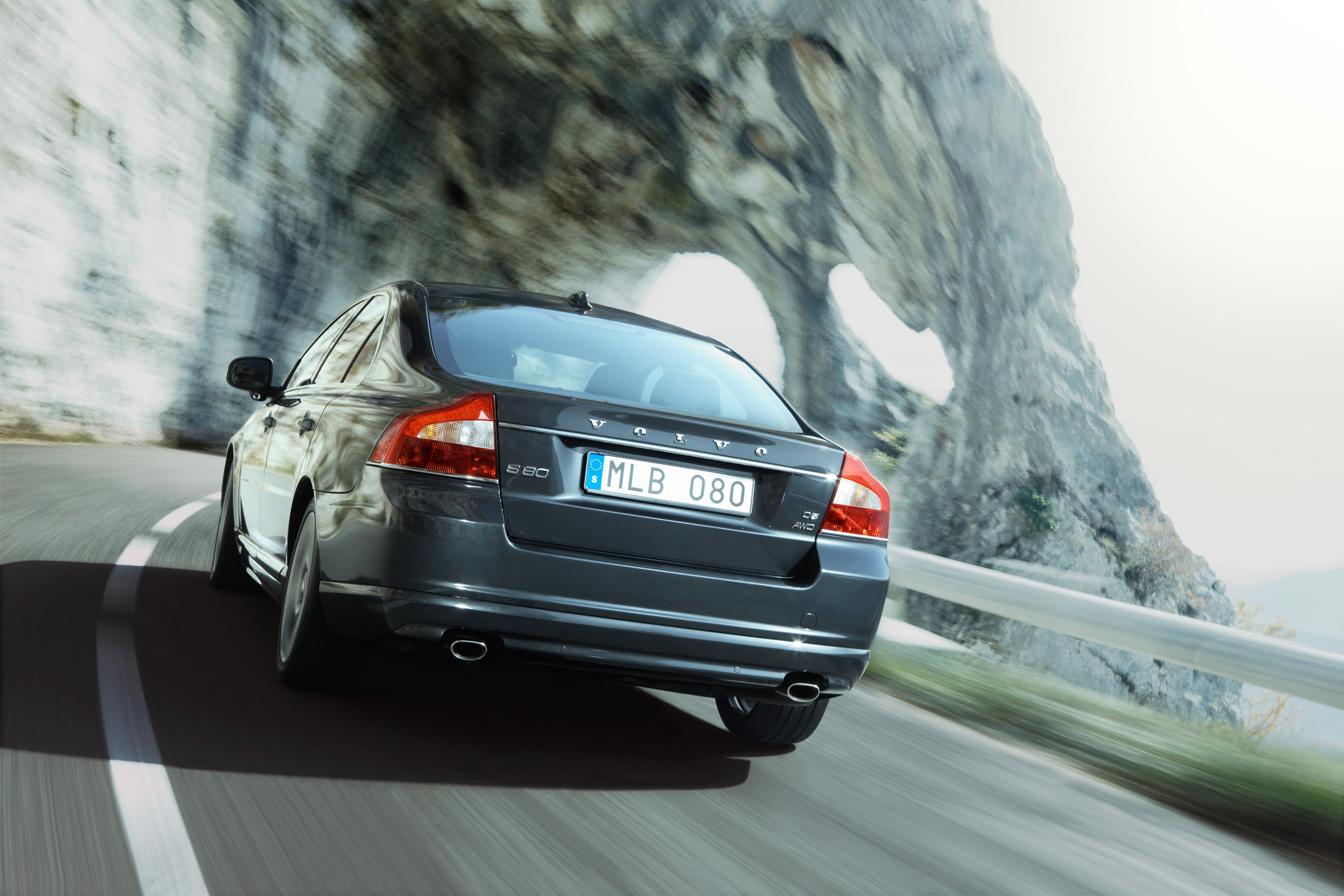 Two new chassis offer improved ride and handling in the new volvo s80 2010 volvo s80 publicscrutiny Image collections