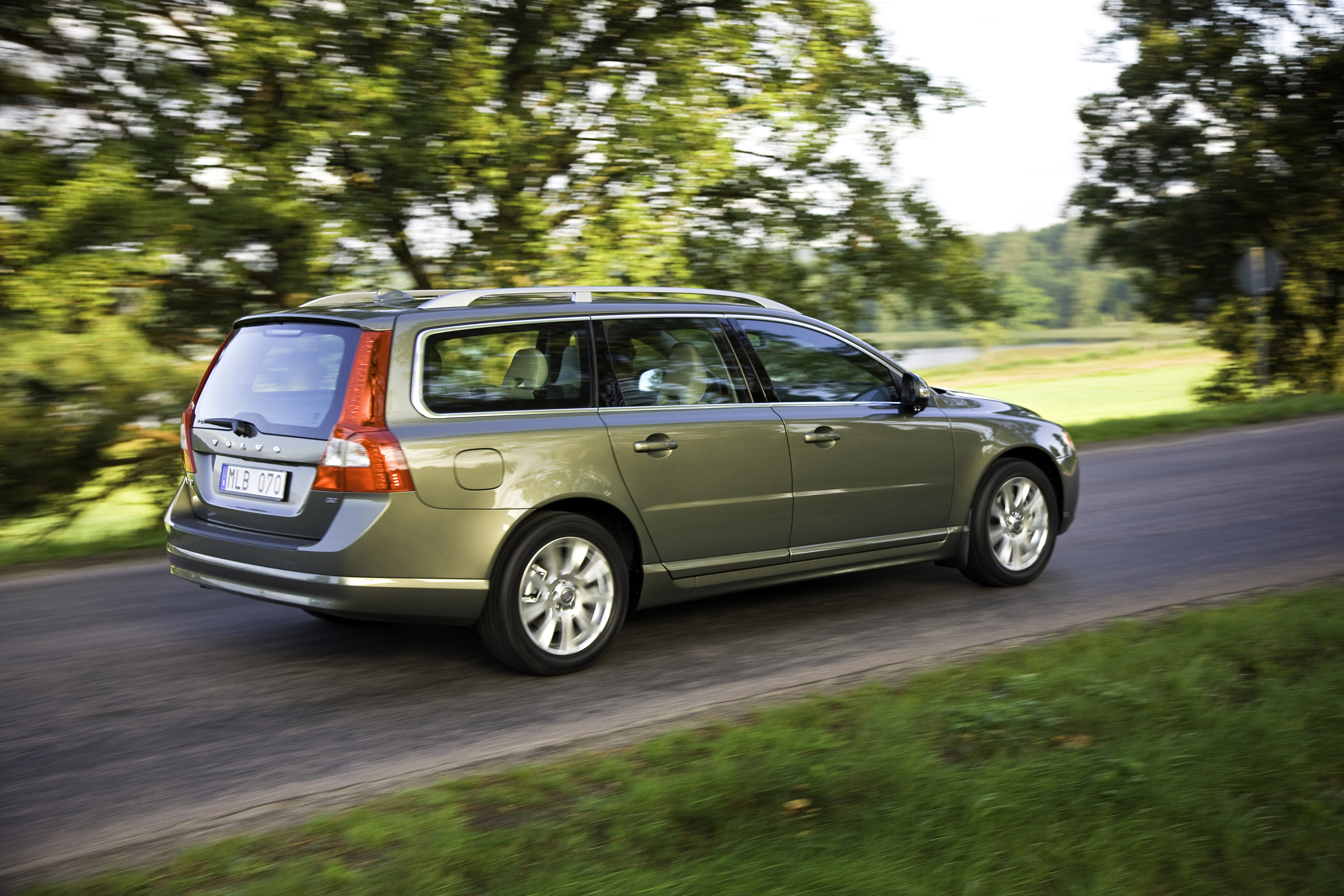 2010 volvo v70 picture 21294. Black Bedroom Furniture Sets. Home Design Ideas