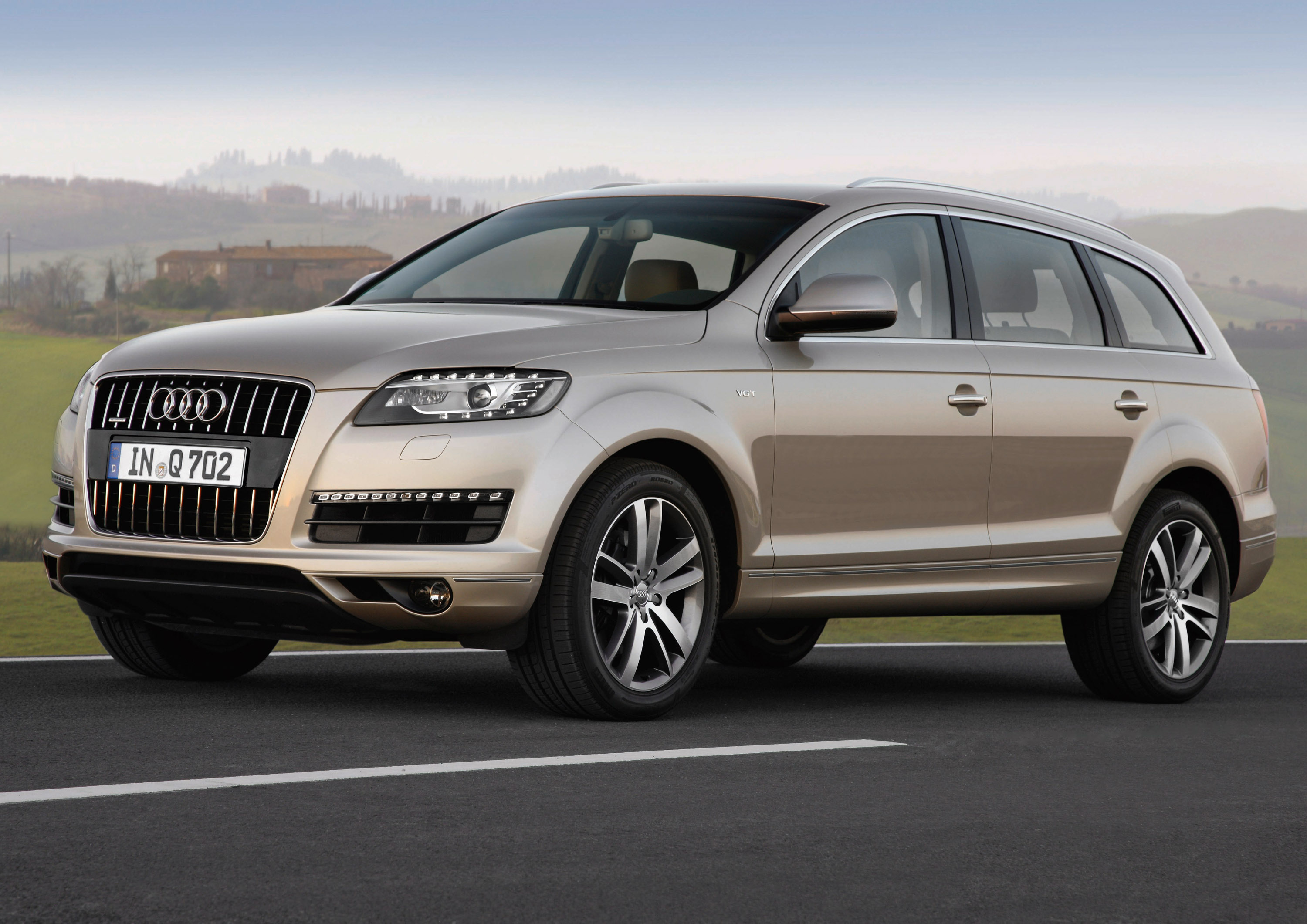 audi q7 3 0 tdi quattro luxury meets efficieny. Black Bedroom Furniture Sets. Home Design Ideas