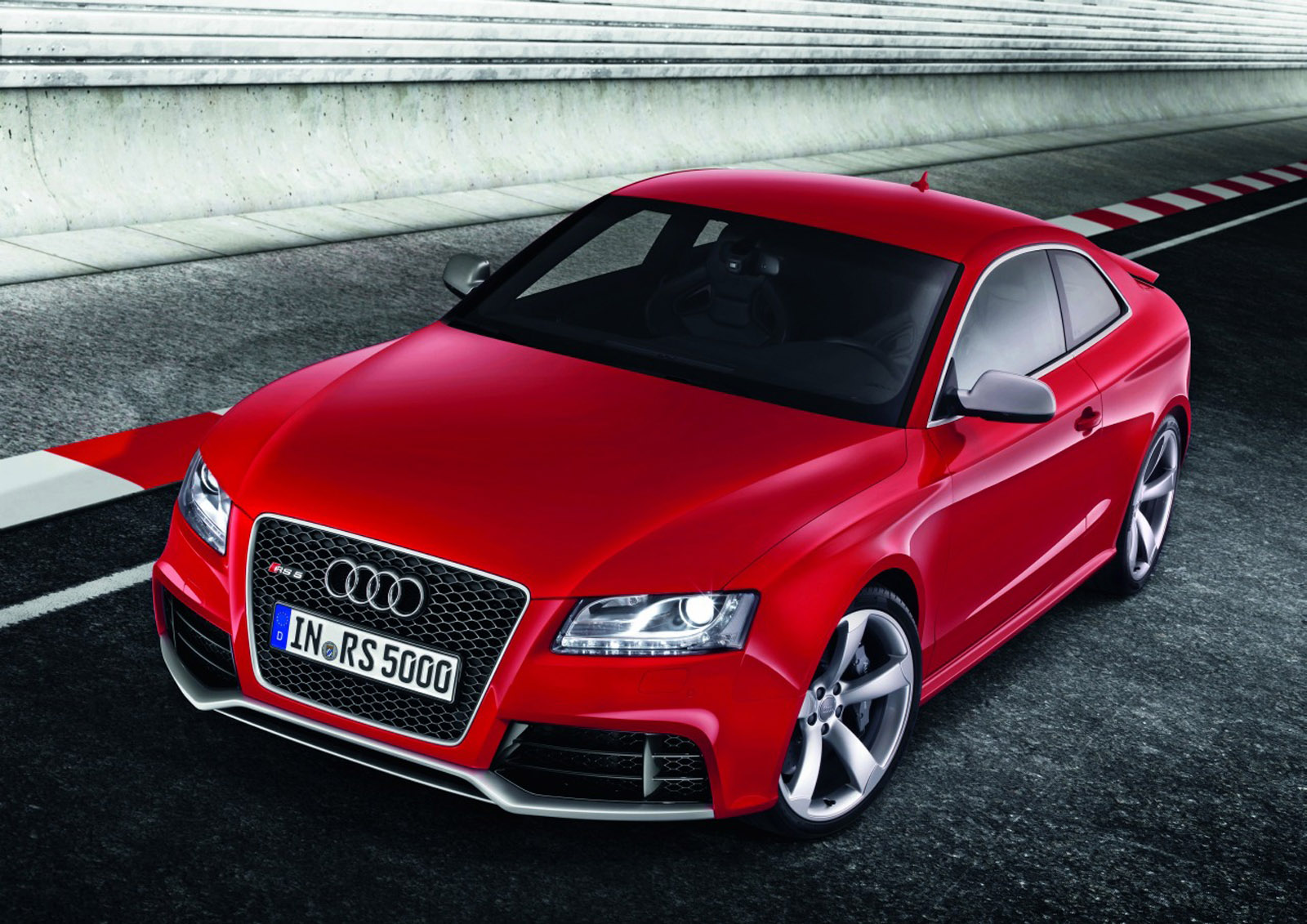 audi rs5 coupe vs tuned audi s5 sportback. Black Bedroom Furniture Sets. Home Design Ideas