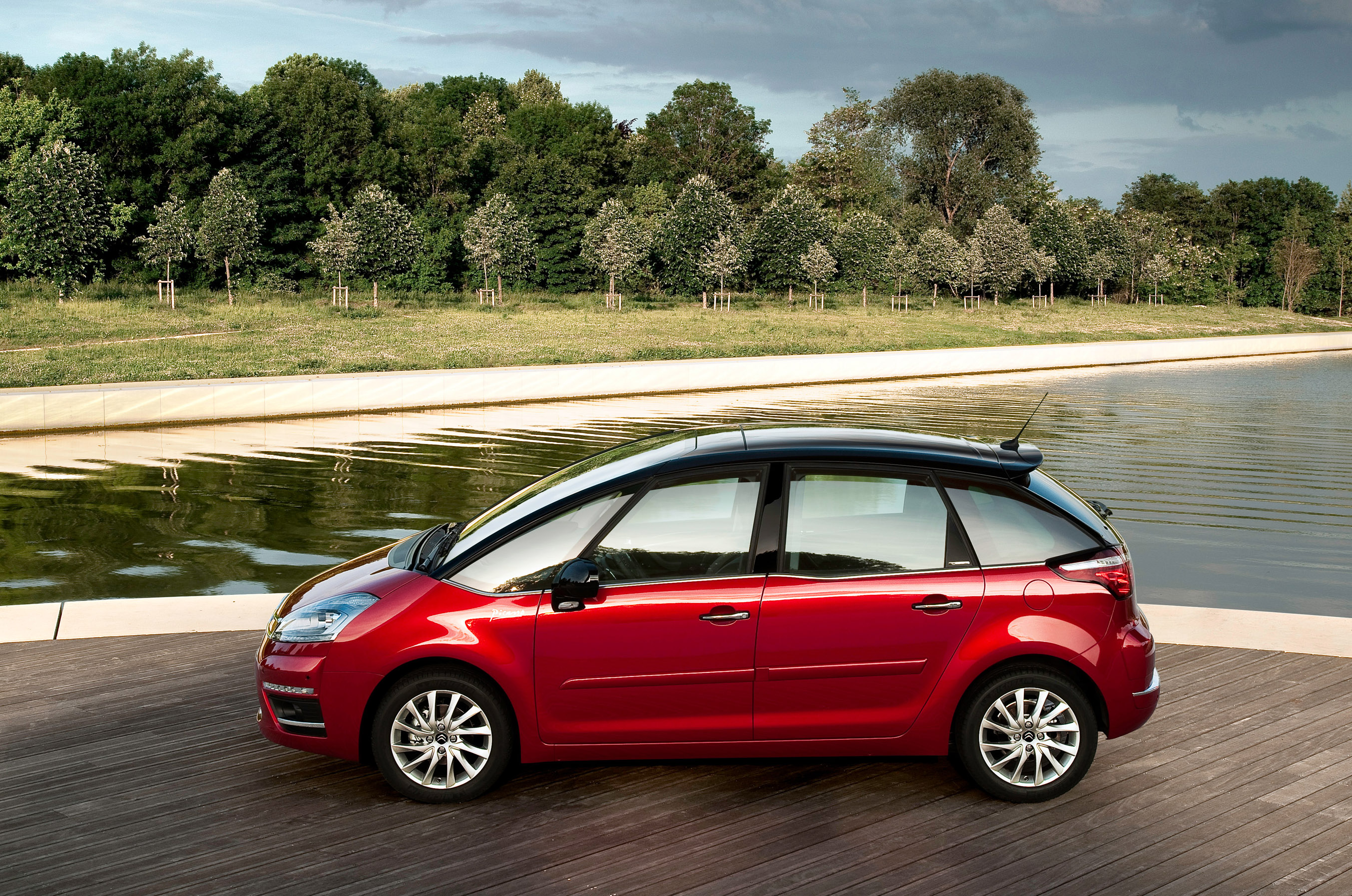is citroen c4 picasso the best family vehicle. Black Bedroom Furniture Sets. Home Design Ideas