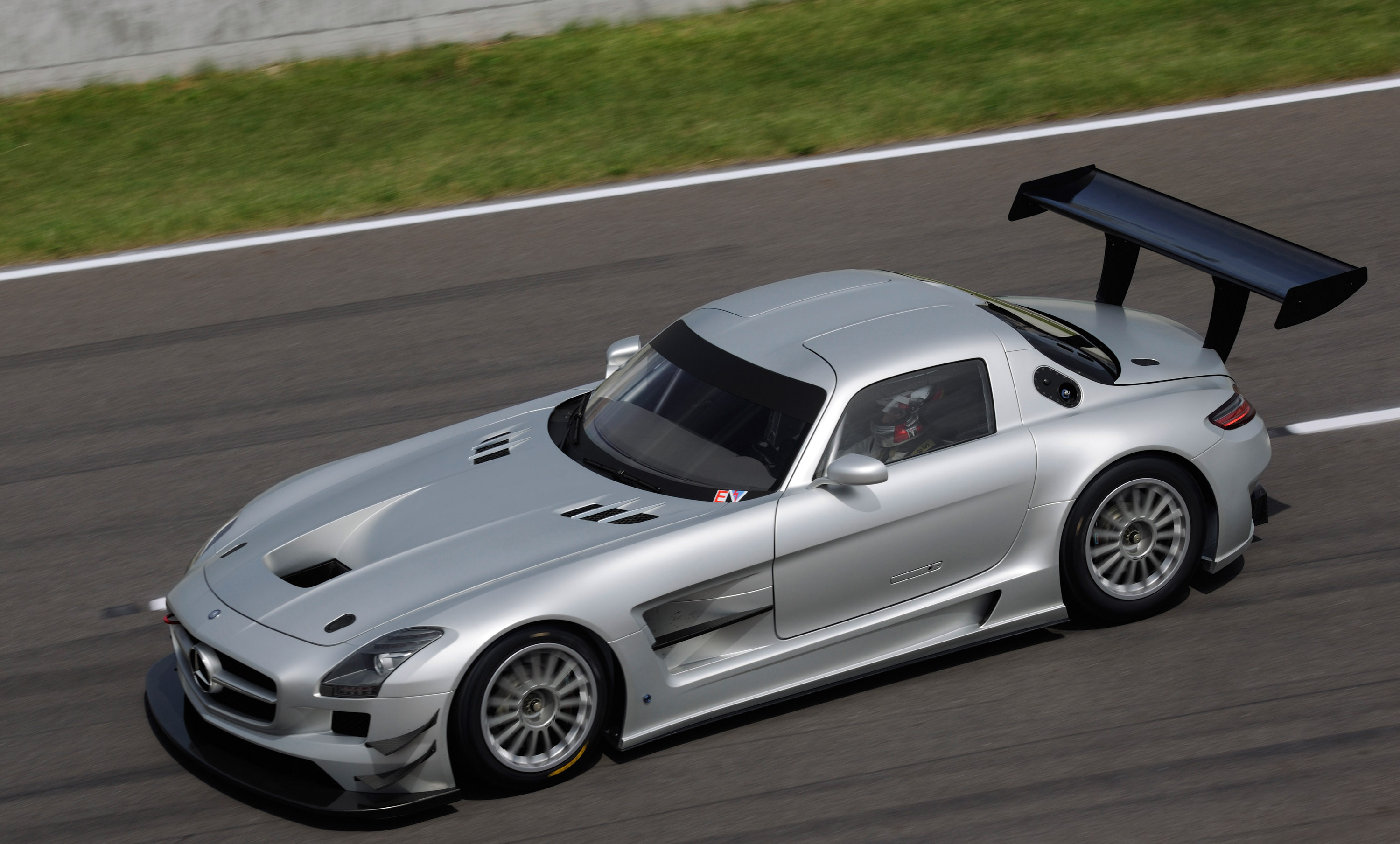 Mercedes Benz Sls Amg Review >> Mercedes-Benz SLS AMG GT3 hits the racetrack in February 2011