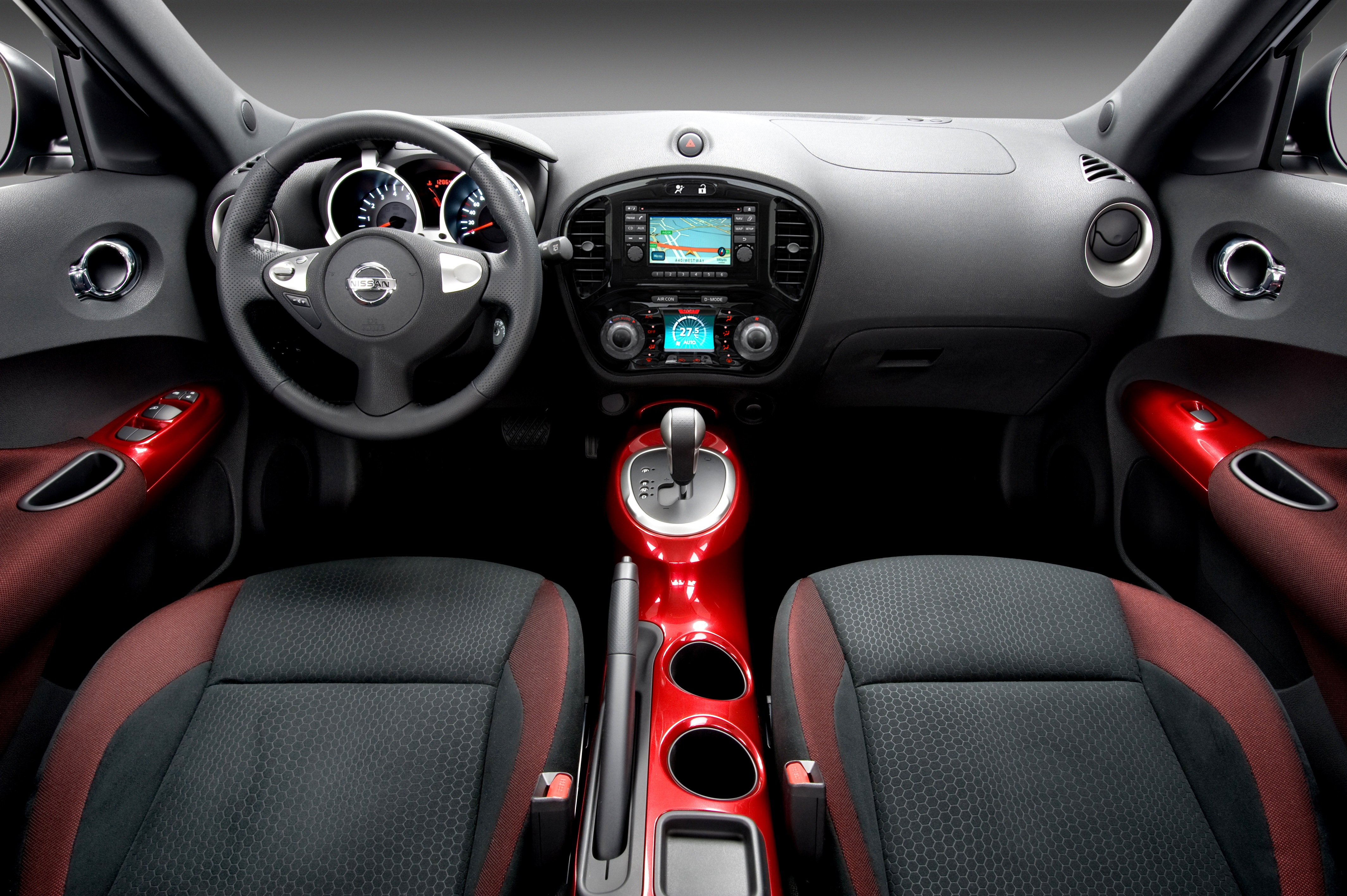 2011 nissan juke picture 38153 for Interieur rouge