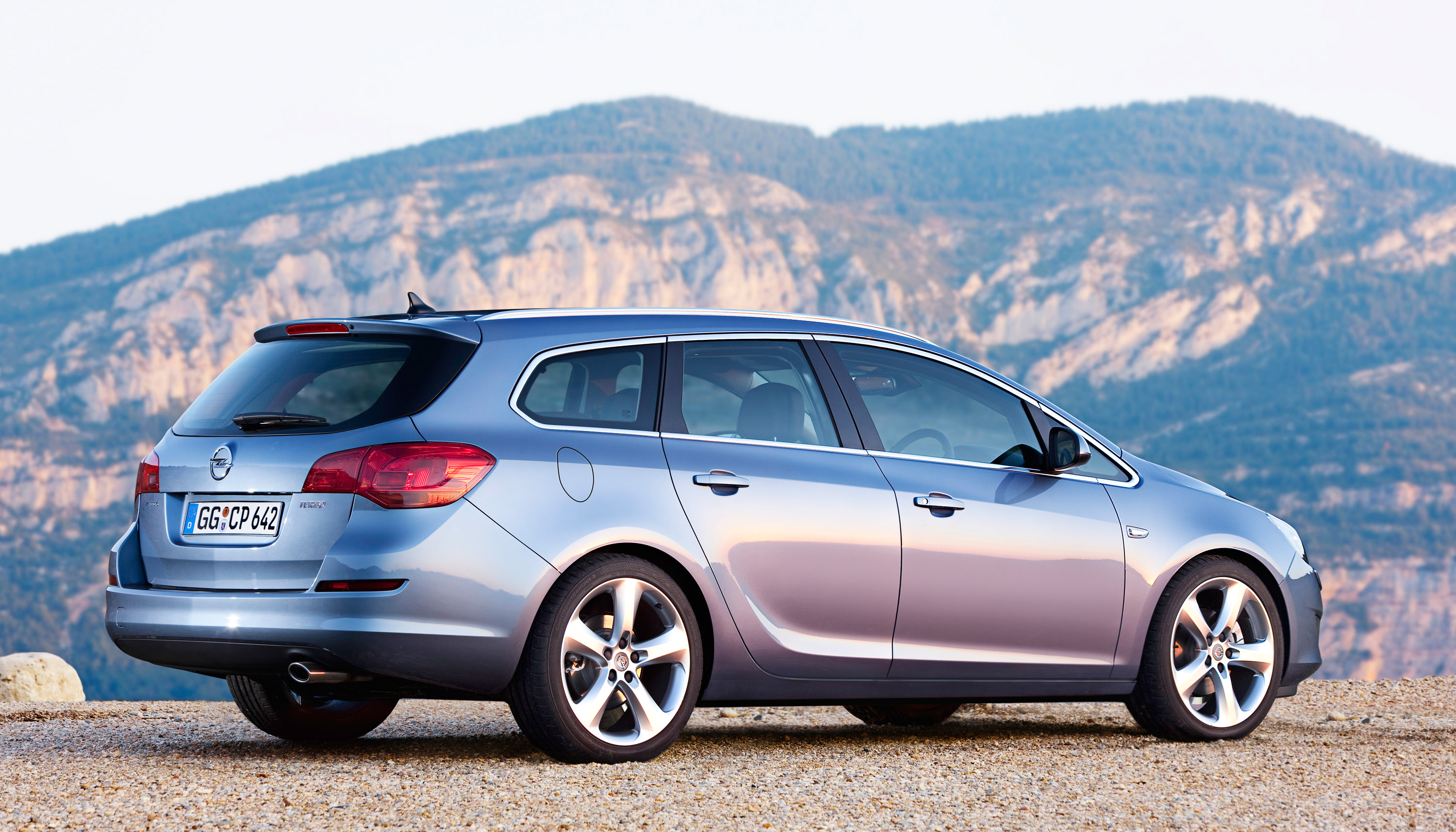 ... 2011 Opel Astra Sports Tourer, ...