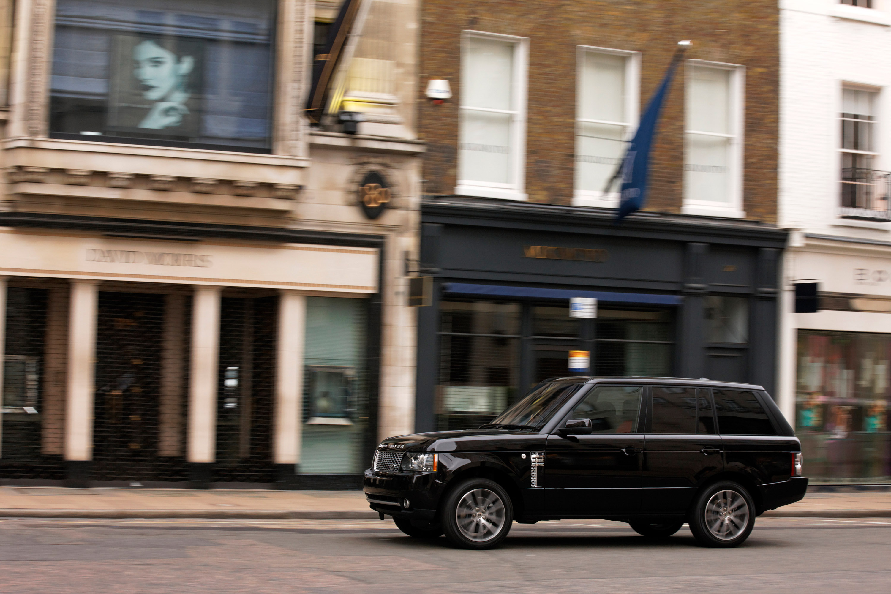 https://www.automobilesreview.com/gallery/2011-range-rover-autobiography-black-40th-anniversary-limited-edition/2011-range-rover-autobiography-black-40th-anniversary-limited-edition-13.jpg