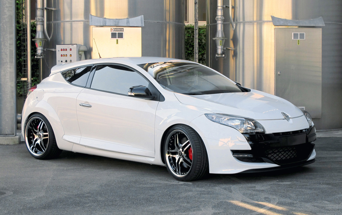 renault megane rs with corniche vegas wheels picture 40247. Black Bedroom Furniture Sets. Home Design Ideas