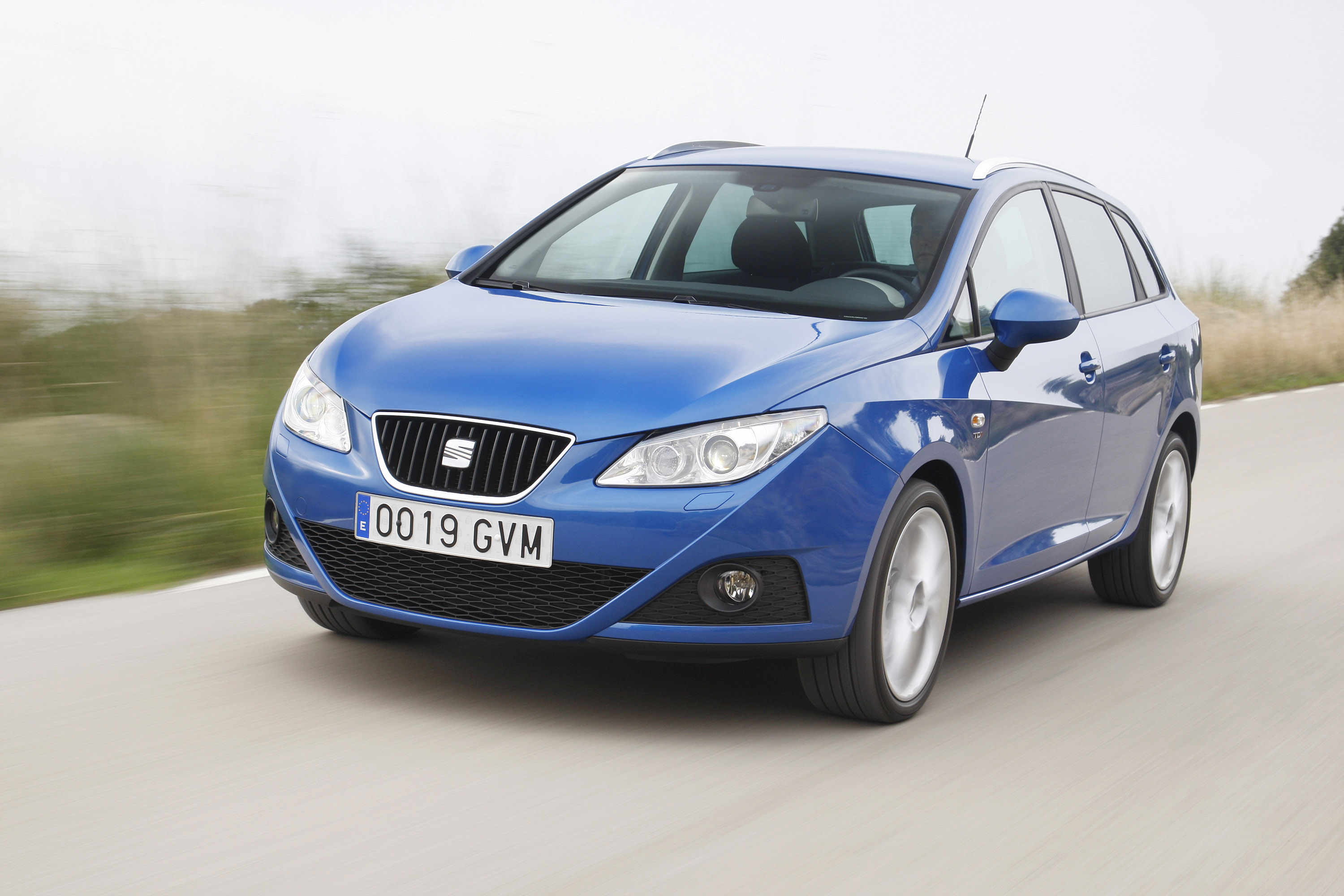seat ibiza st offers attractive design and practicality. Black Bedroom Furniture Sets. Home Design Ideas