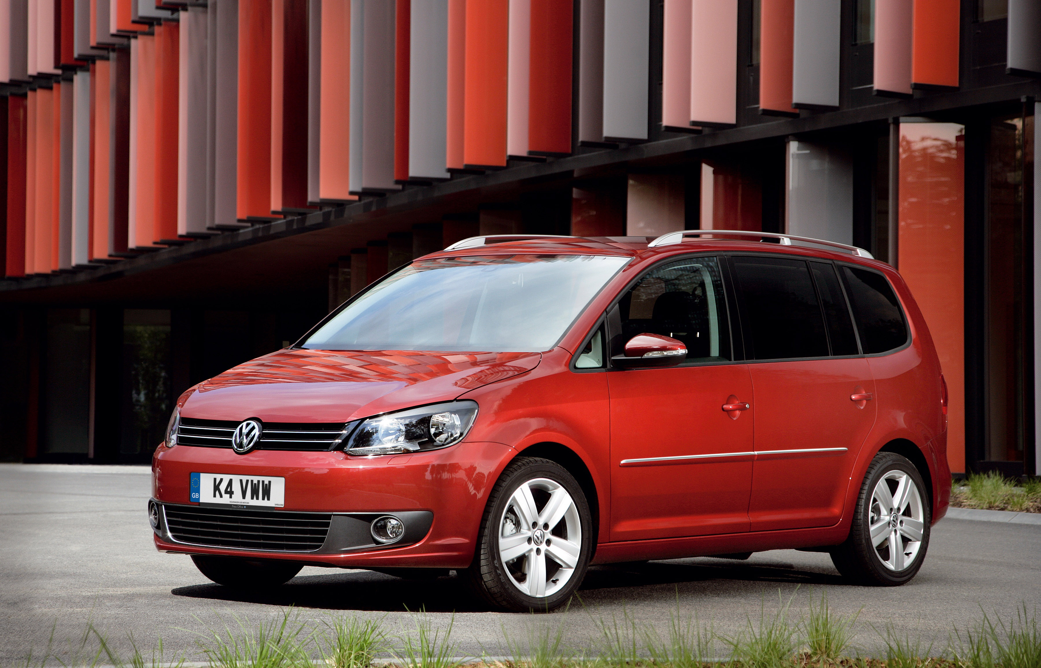 2011 volkswagen touran mpv an excellent choice. Black Bedroom Furniture Sets. Home Design Ideas