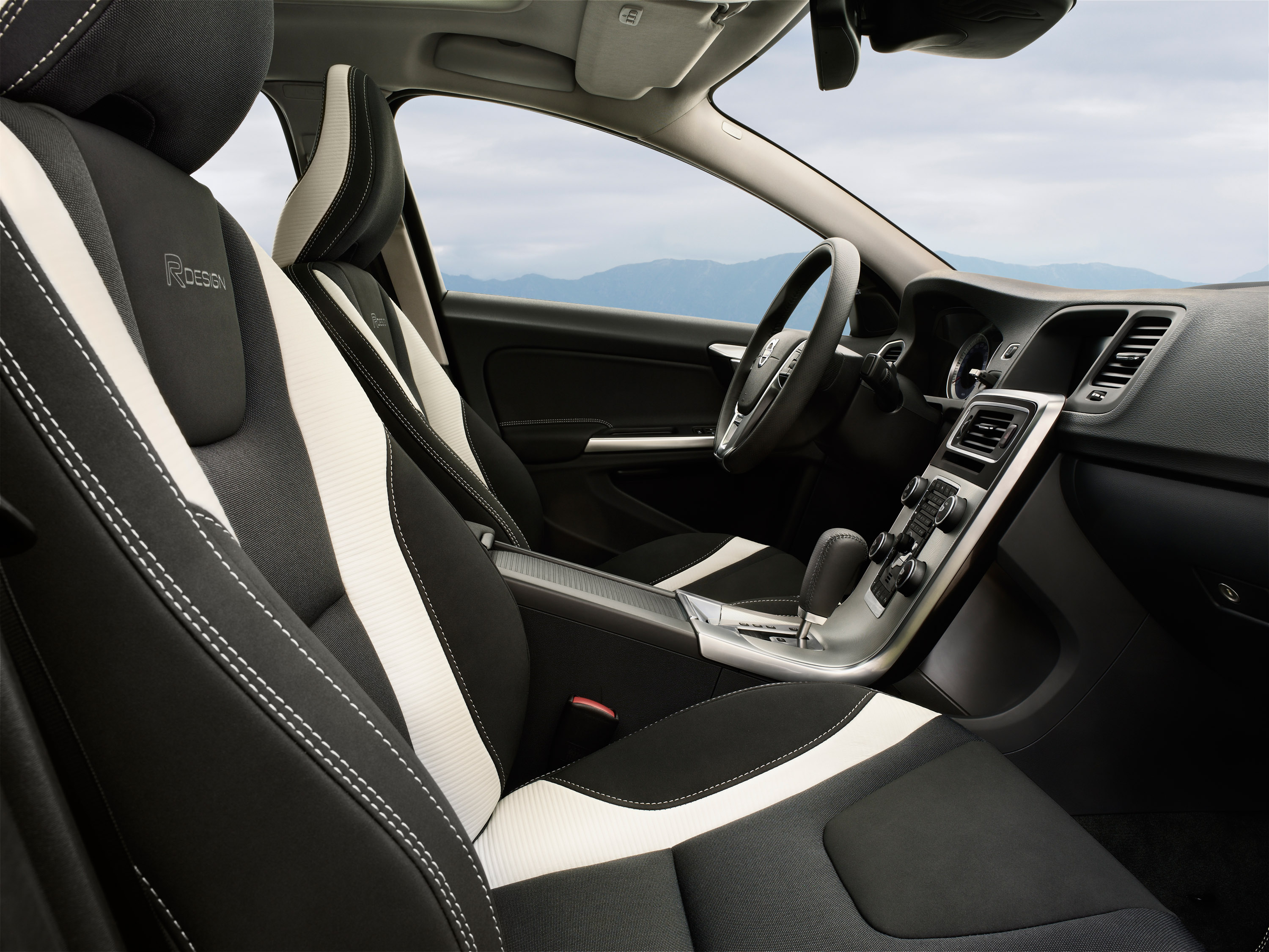 Volvo V60 R Design Interior