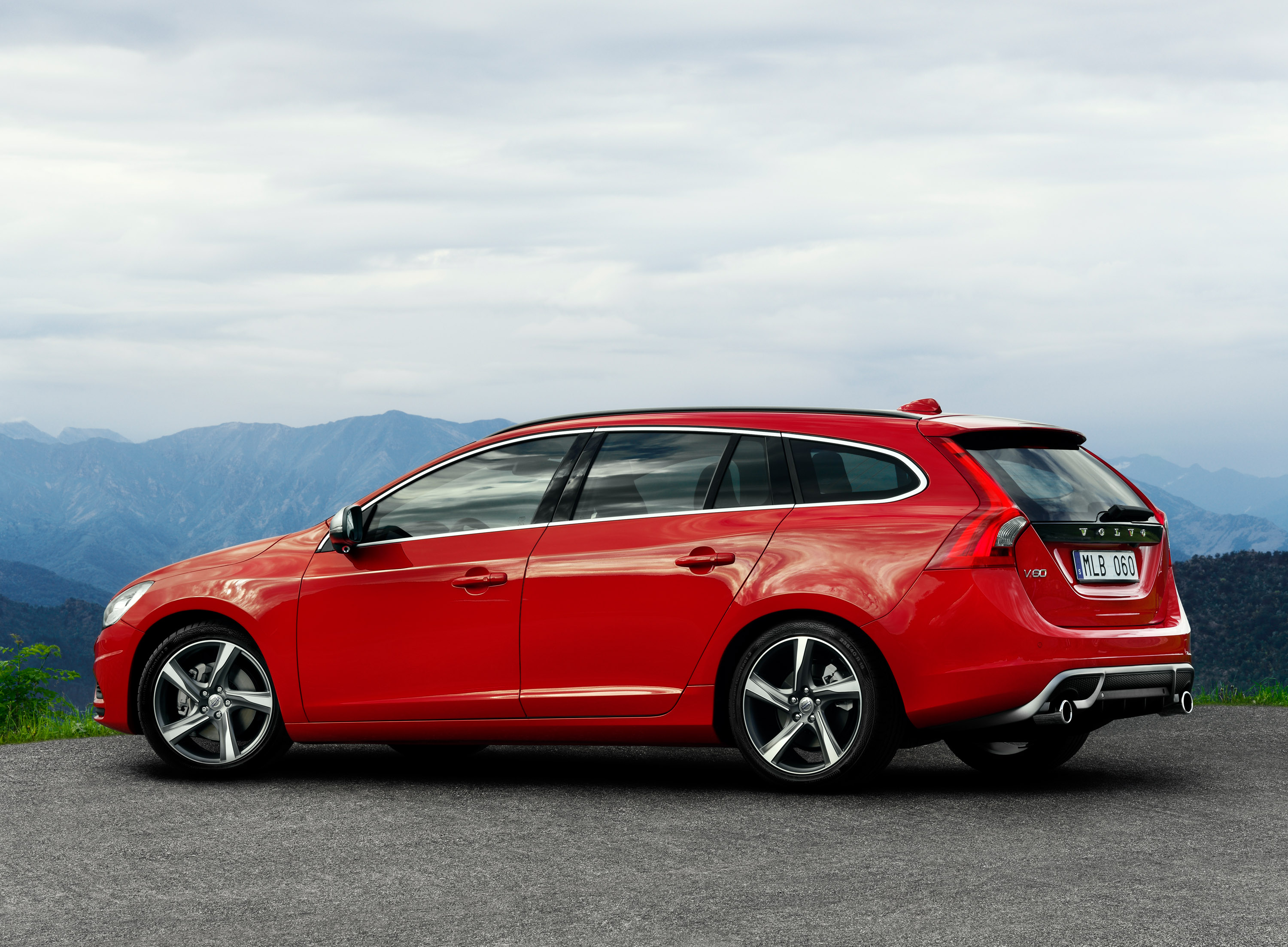 volvo reveals s60 and v60 r design versions. Black Bedroom Furniture Sets. Home Design Ideas