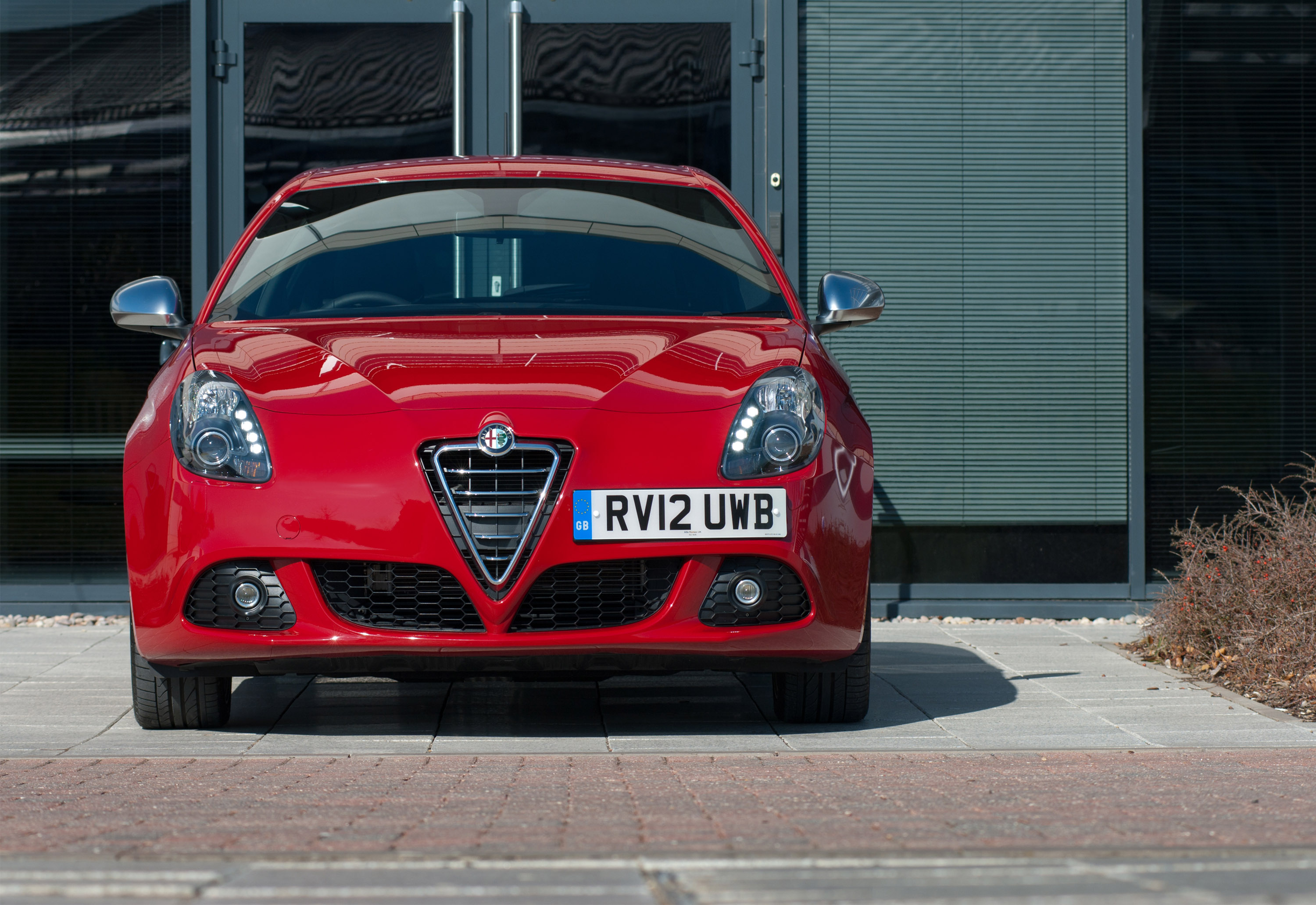 alfa romeo mito and giulietta intelligent all wheather control. Black Bedroom Furniture Sets. Home Design Ideas