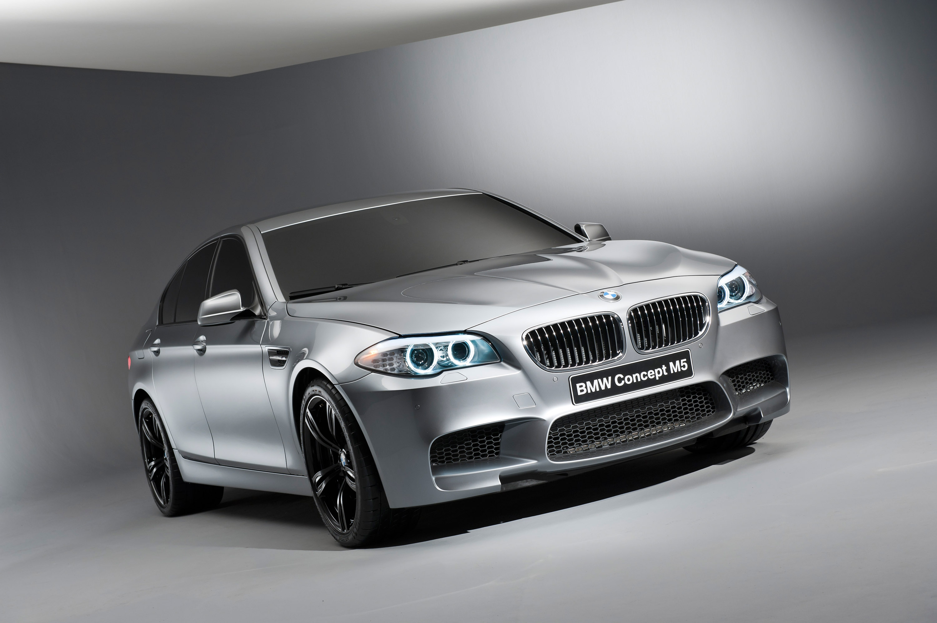 2012 BMW F10 M5 - drift and burnout [video]