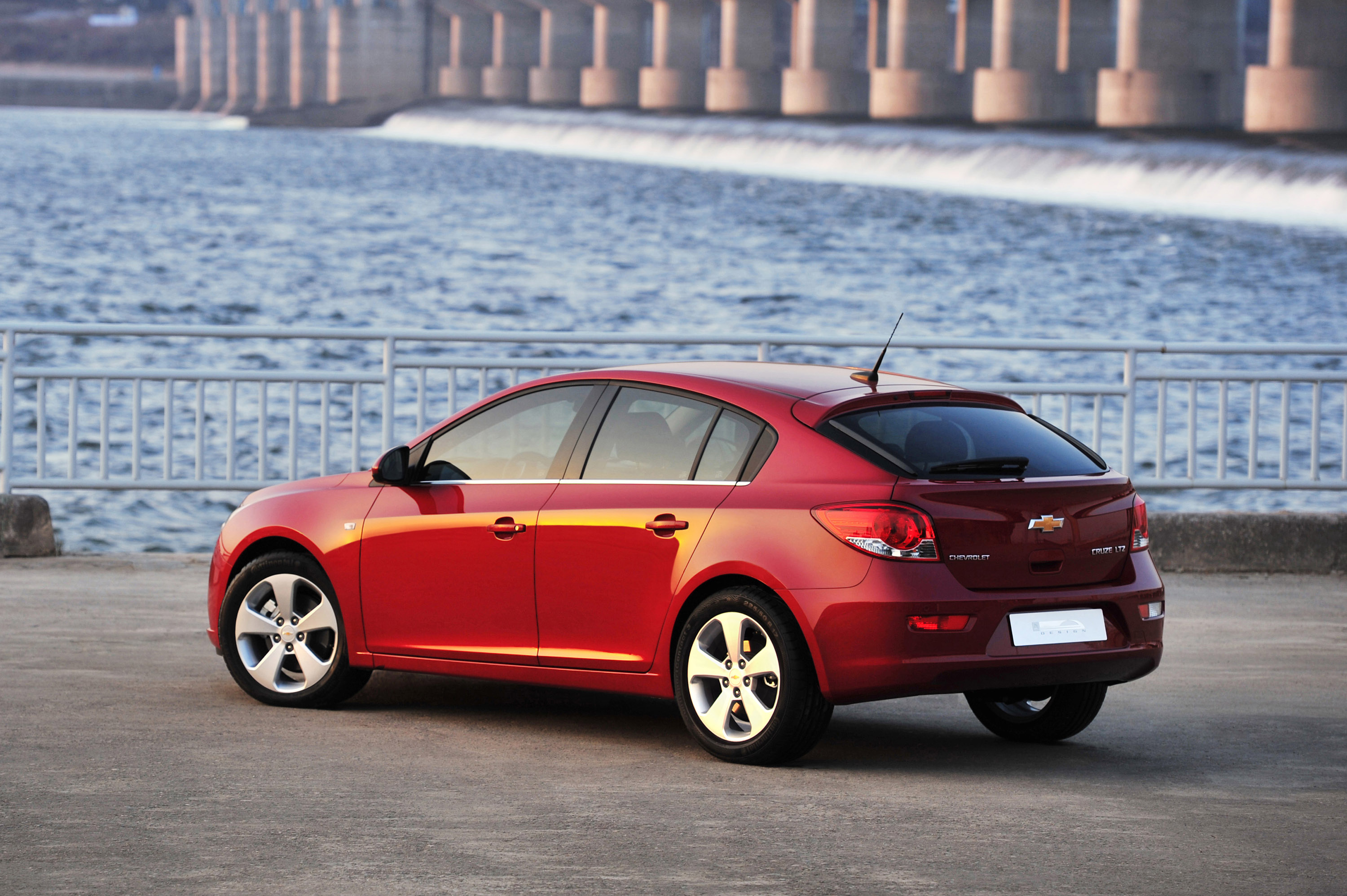 2012 chevrolet cruze hatchback price 13 995. Black Bedroom Furniture Sets. Home Design Ideas