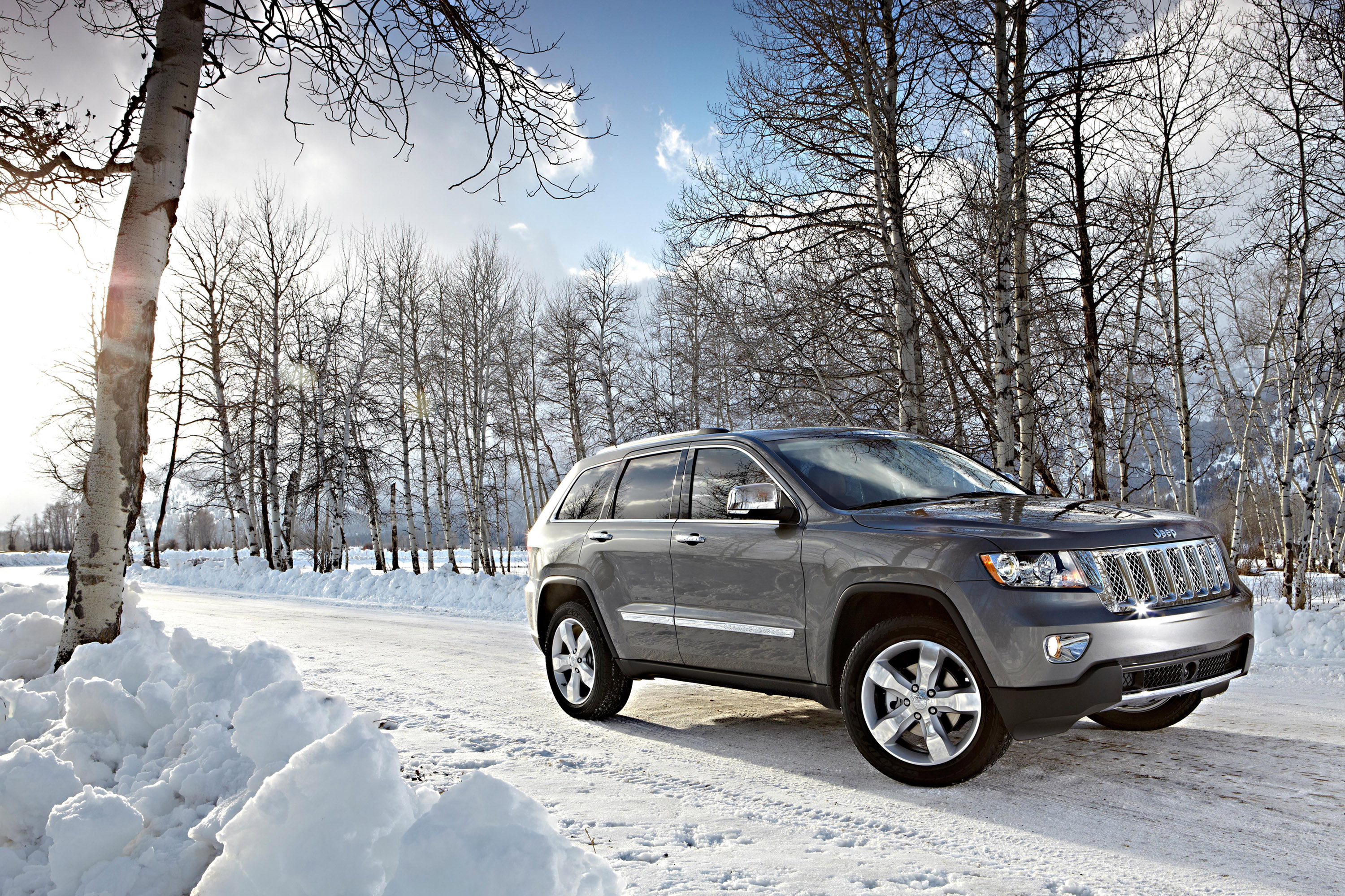 grand trailhawk chrysler to cherokee unveil summit cars jeep money versions in new story york