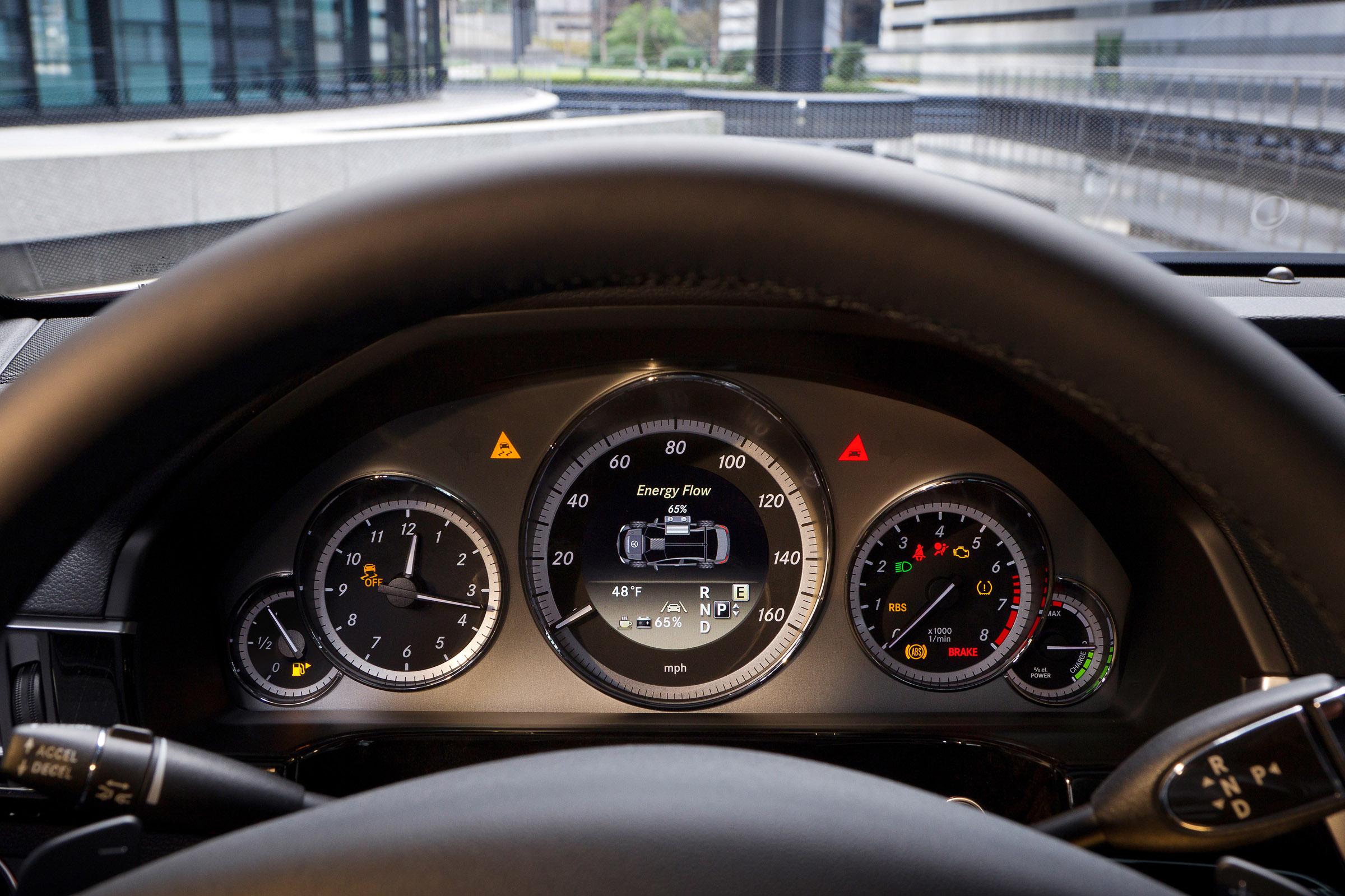 Mercedes-Benz to debut E300 and E400 hybrids in 2012 | Ubergizmo