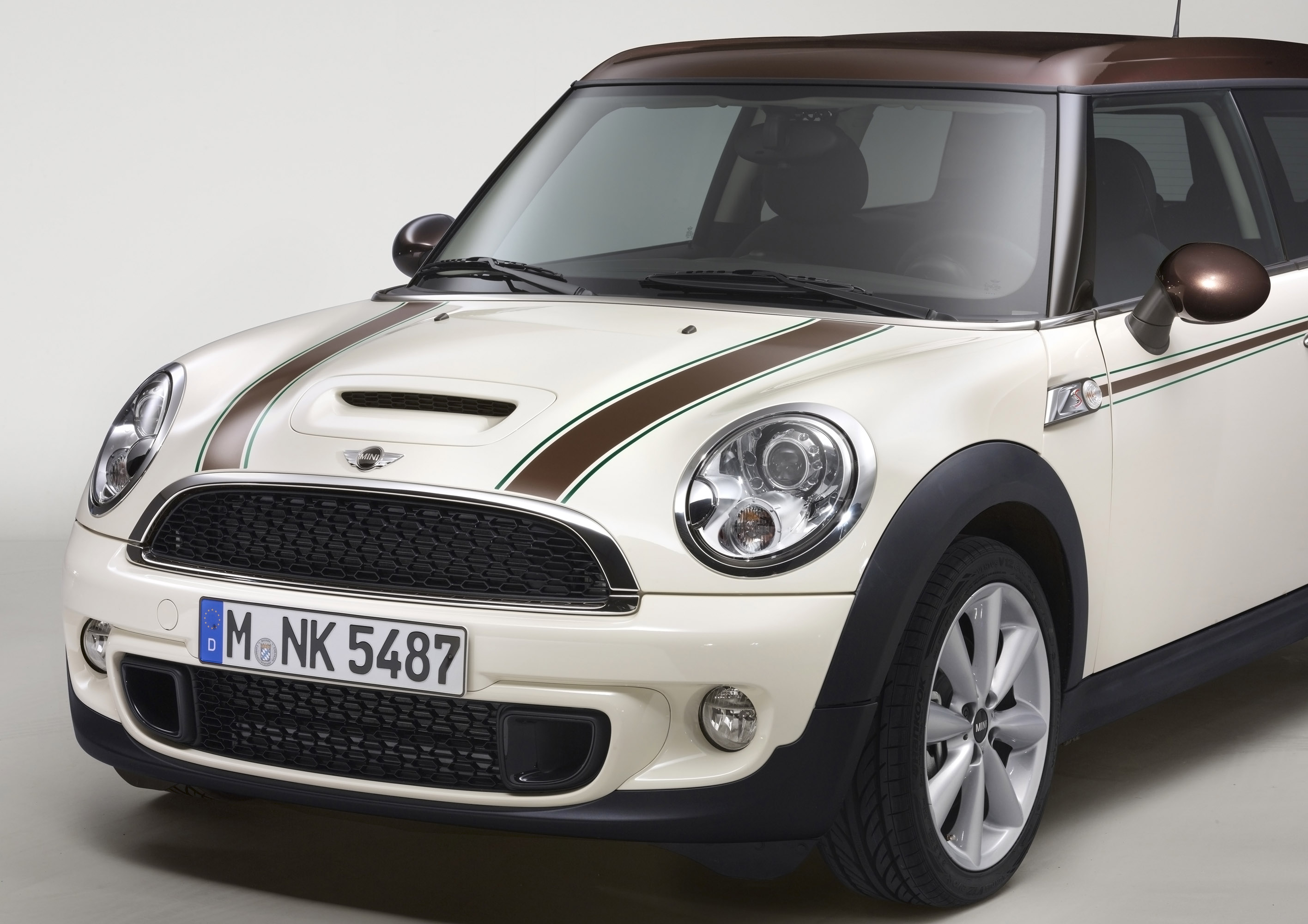 2012 mini clubman hyde park and mini green park offer style and excitement. Black Bedroom Furniture Sets. Home Design Ideas