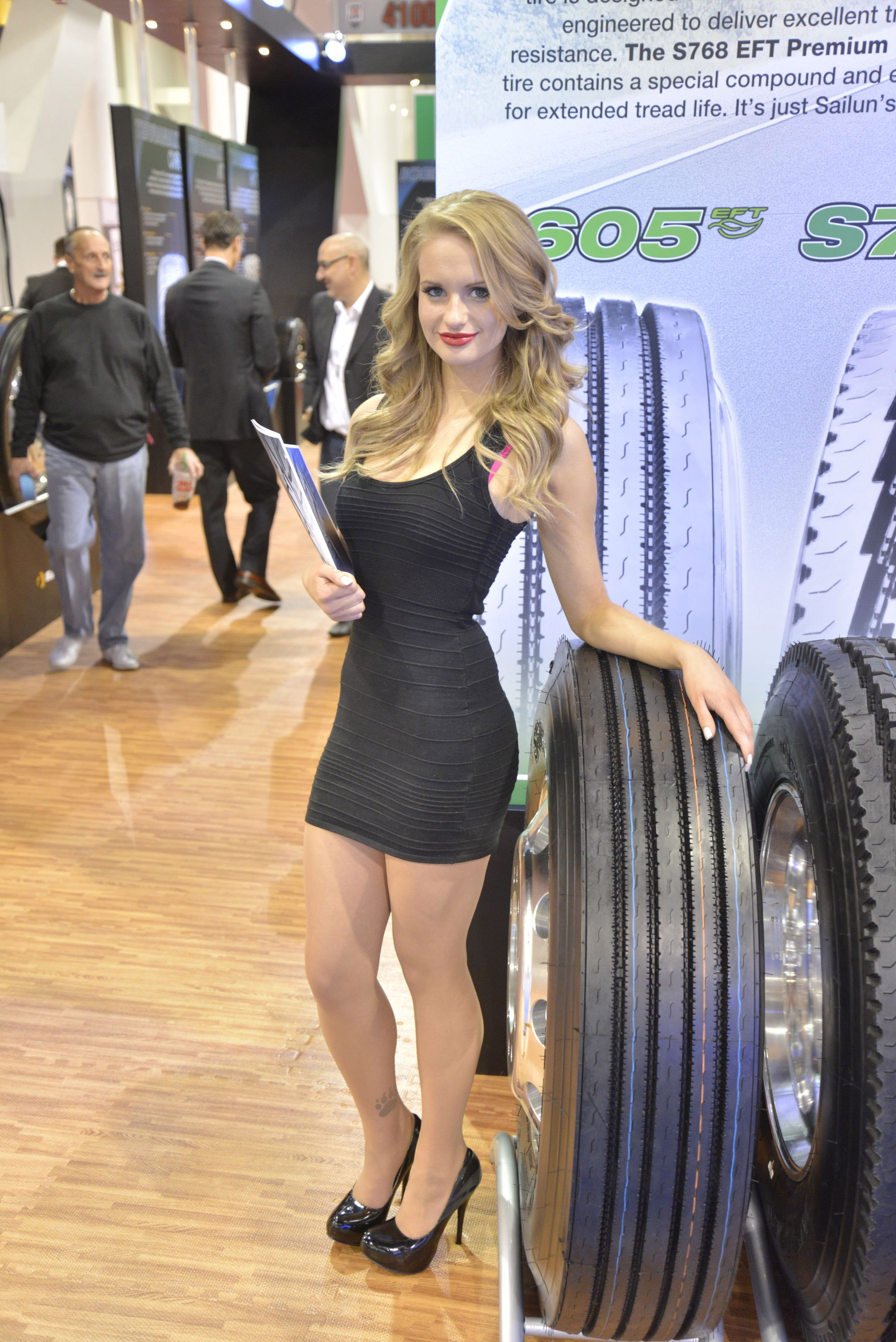 2012 Sema Show Girls Picture 76320
