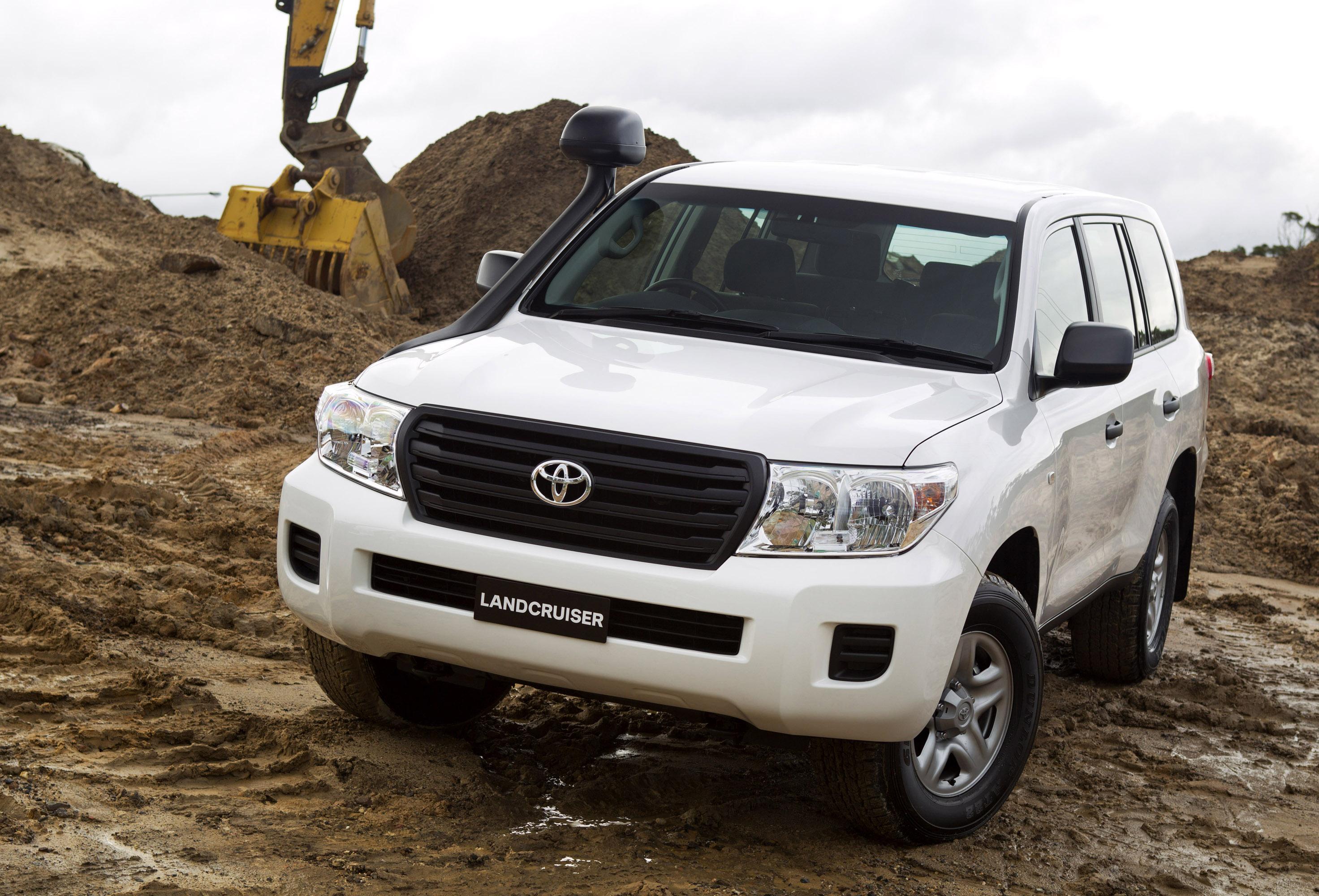 Land Cruiser Car Interior >> 2012 Toyota LandCruiser 200 with new 4.6 liter V8 engine