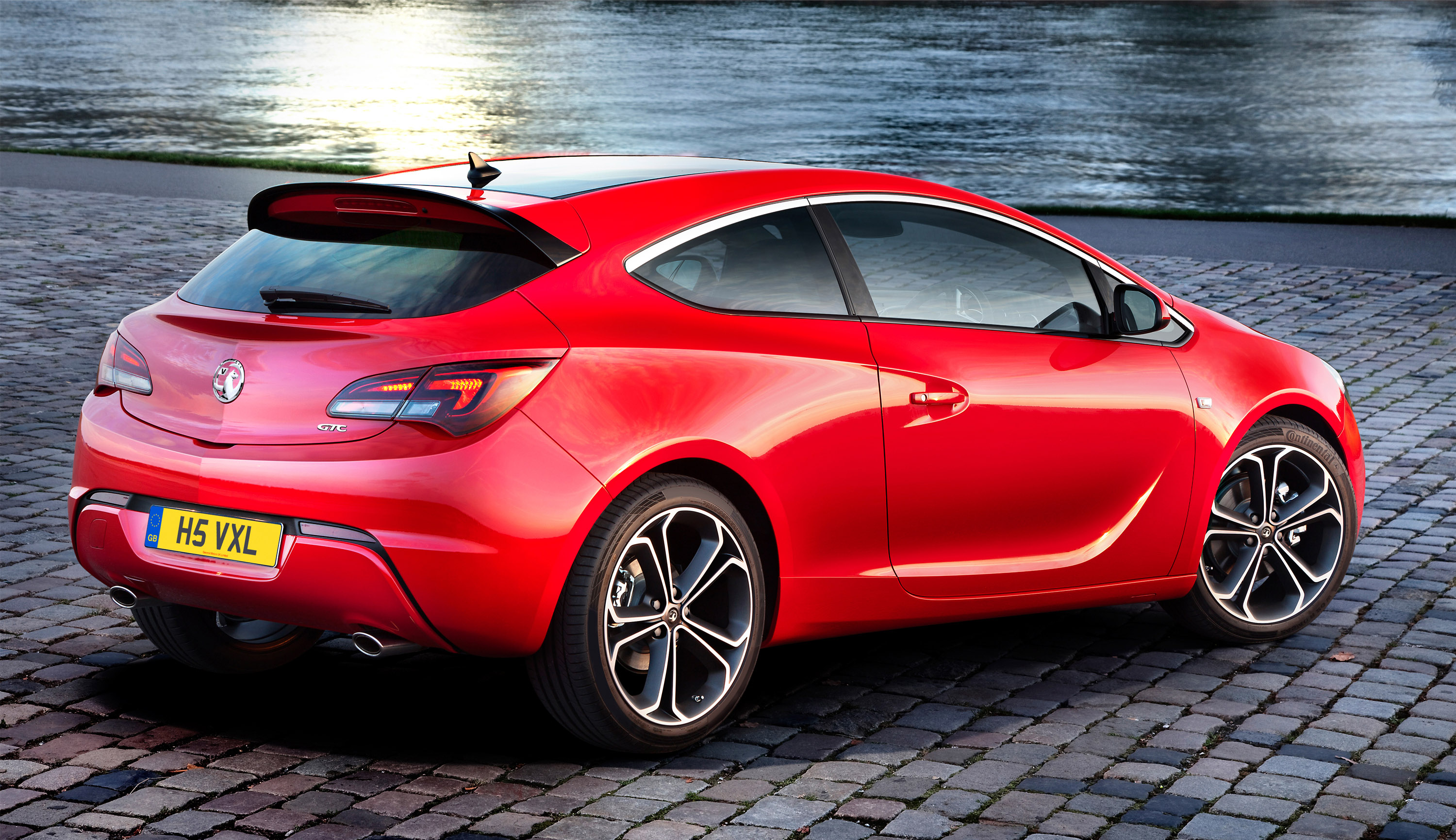 astra gtc bi turbo diesel joins vauxhall family. Black Bedroom Furniture Sets. Home Design Ideas