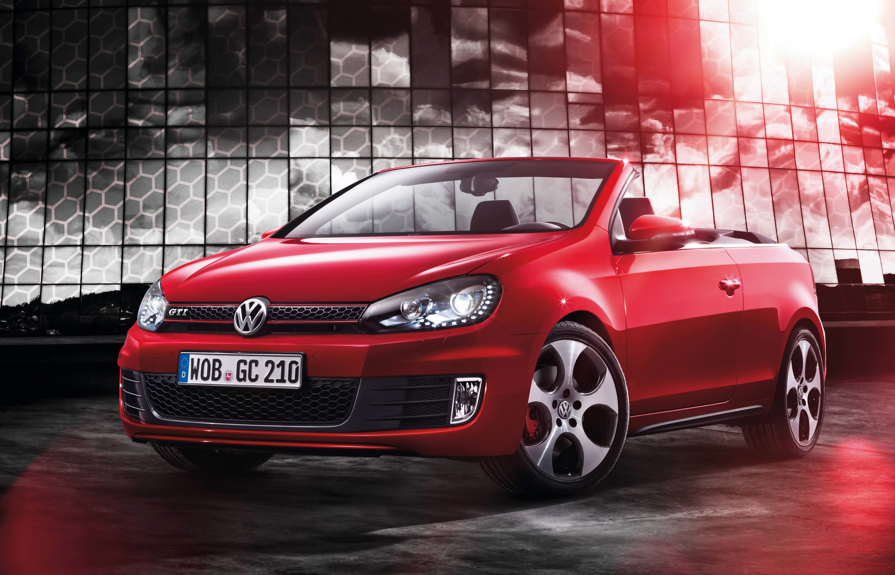 2012 volkswagen golf gti cabriolet combines open air motoring and great performance. Black Bedroom Furniture Sets. Home Design Ideas